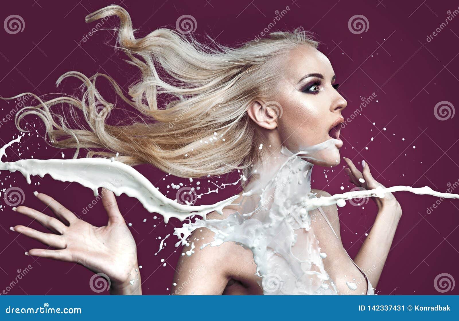 倾吐与白色油漆的惊奇白肤金发的夫人