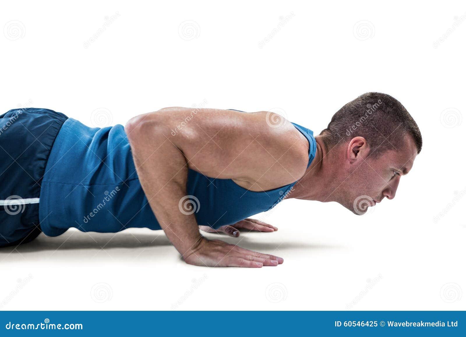 做俯卧撑的运动服的人反对白色背景.