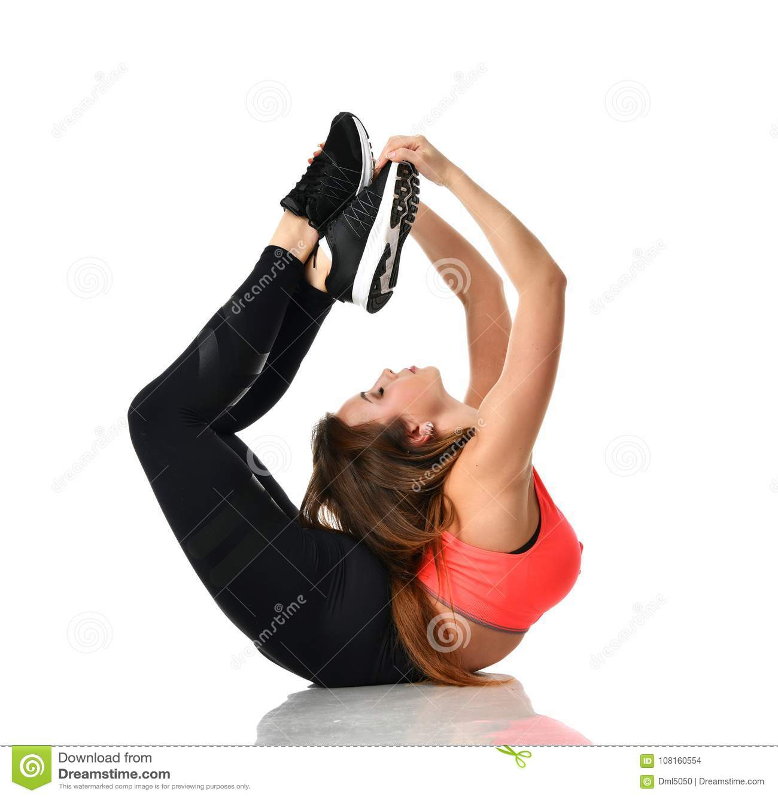 做年轻体育的女子体操舒展健身锻炼在体育健身房