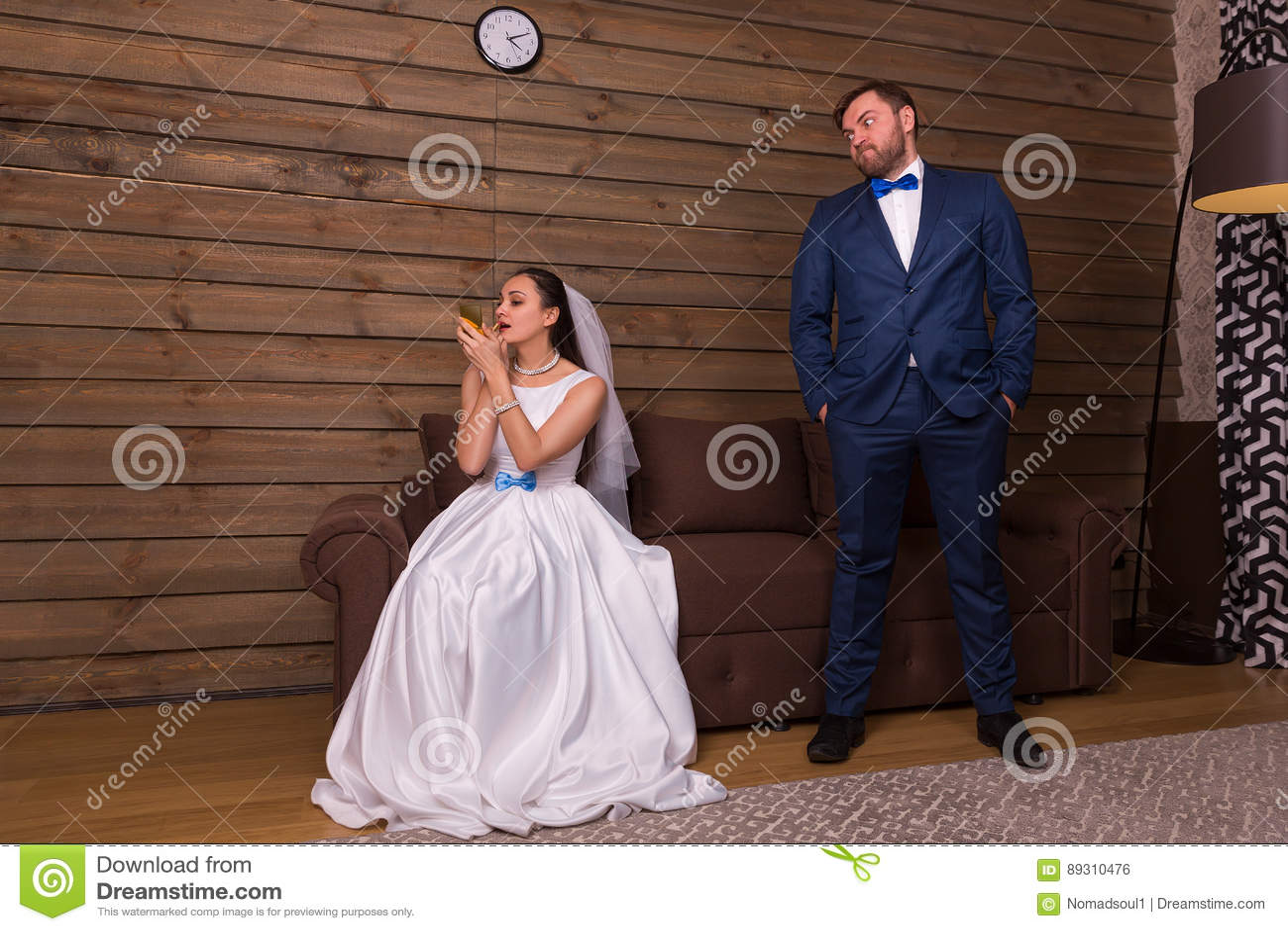 做构成,等待的邪恶的新郎的新娘