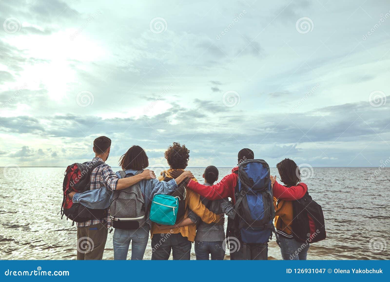 做看海的家庭拥抱