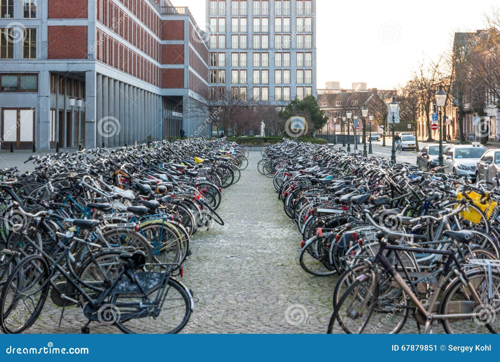 停放自行车的