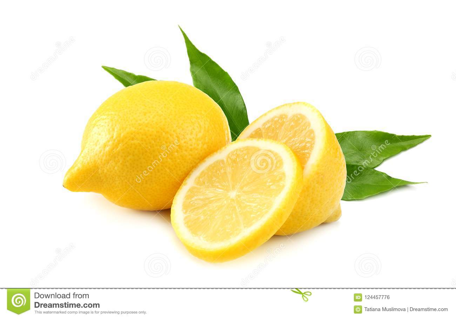 健康的食物 与在白色背景和绿色叶子的柠檬隔绝的切片