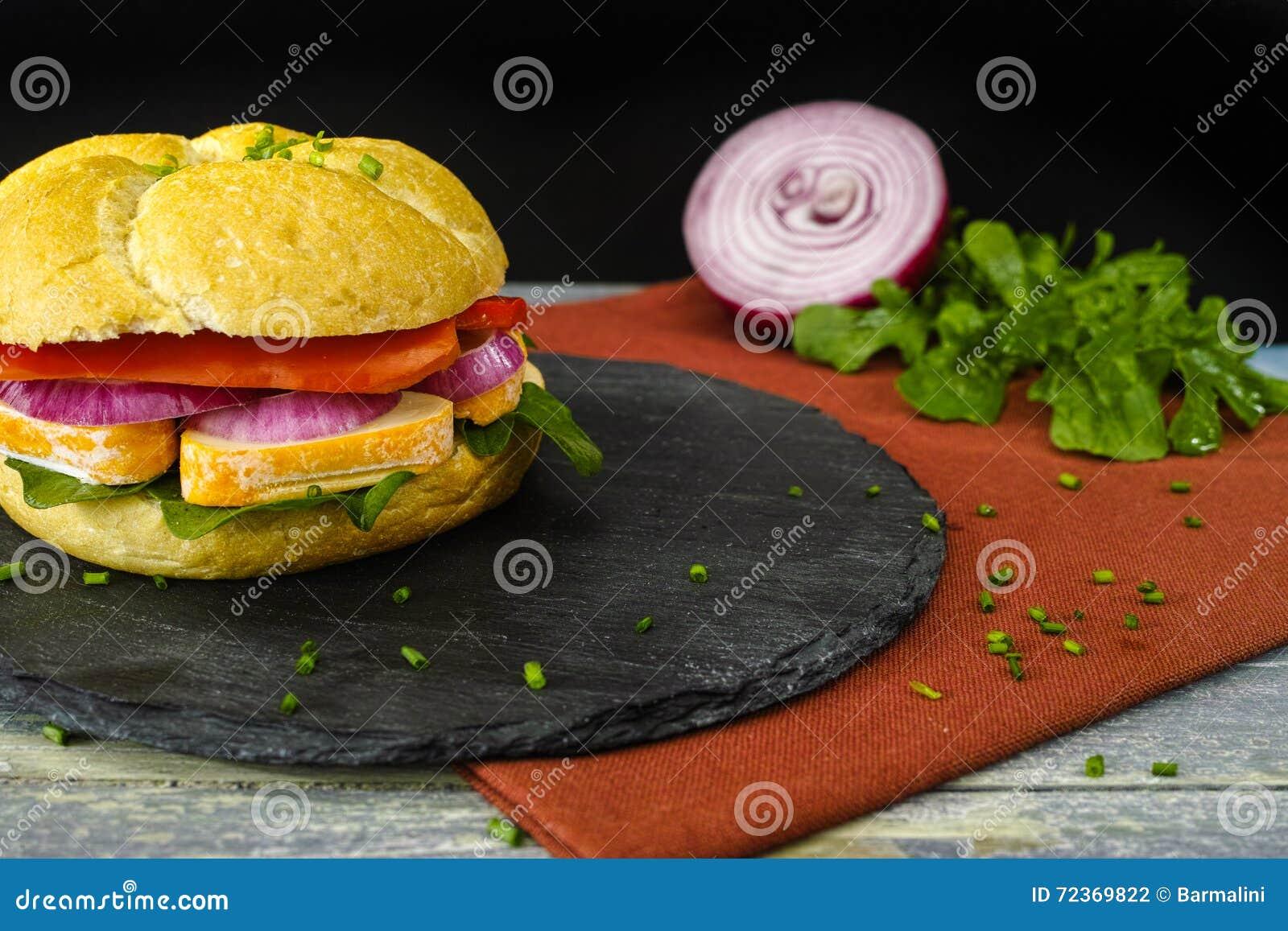 健康素食素食者三明治用法国软干酪,大鹏