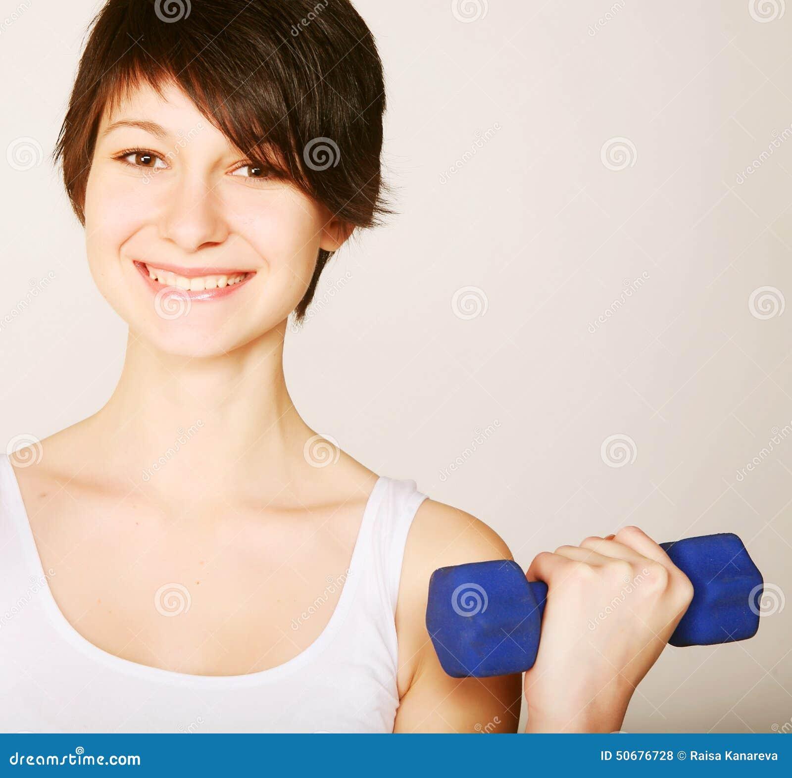 Download 健身妇女增强的重量 库存照片. 图片 包括有 短裤, 适应, 成人, 执行, 空间, 头发, 背包, 肌肉 - 50676728