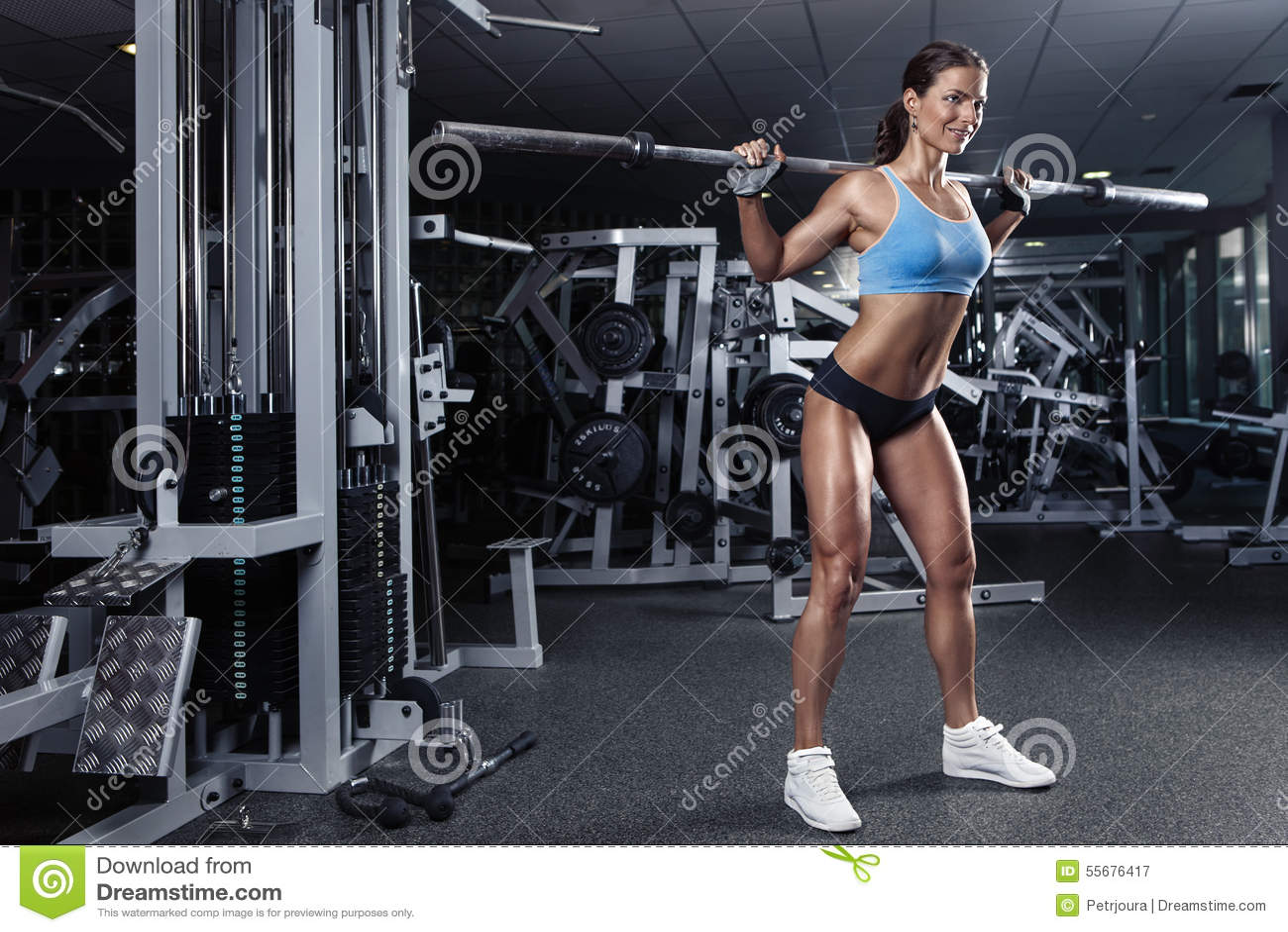 健身房的美丽的性感的少妇
