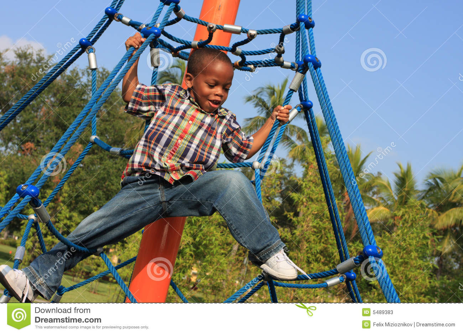 儿童上升的绳索