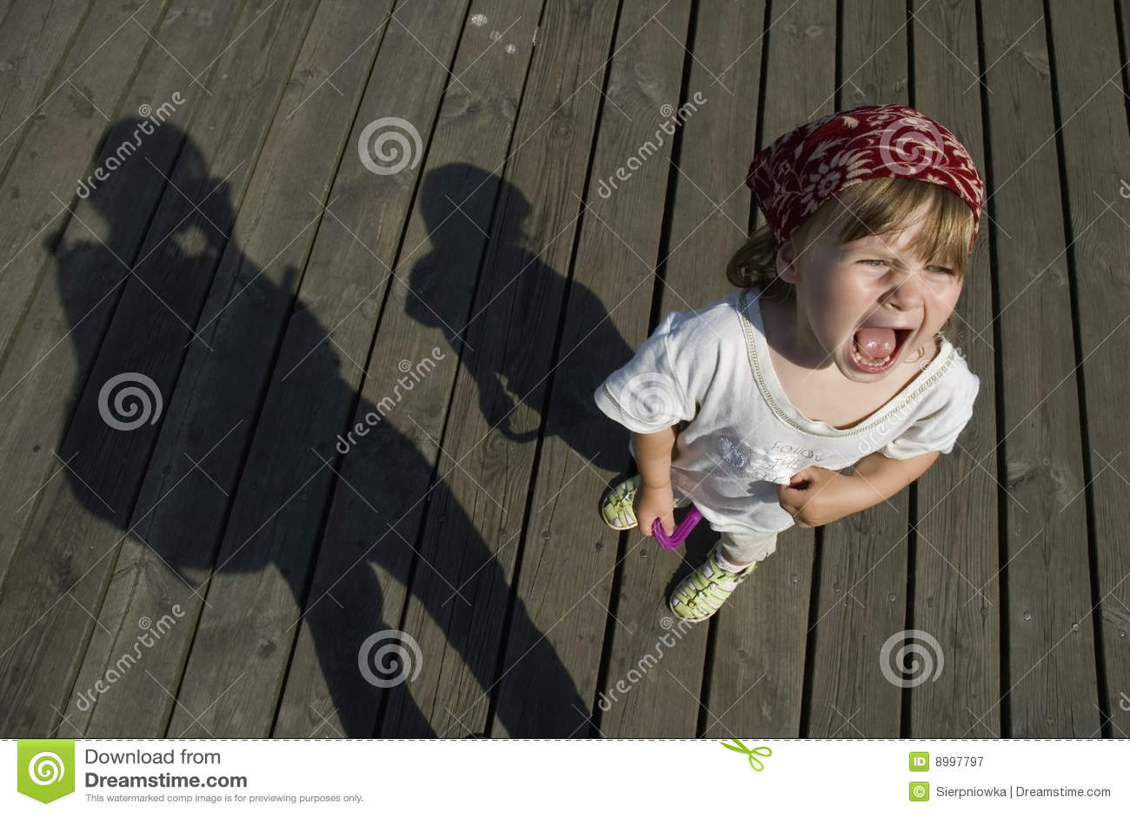 儿童女孩叫喊的甜脾气