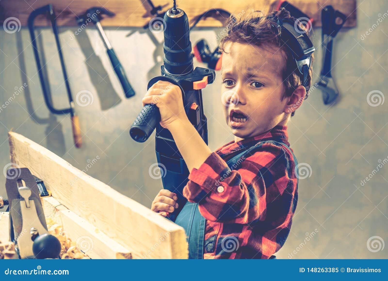 儿童父亲节概念,木匠工具,diy