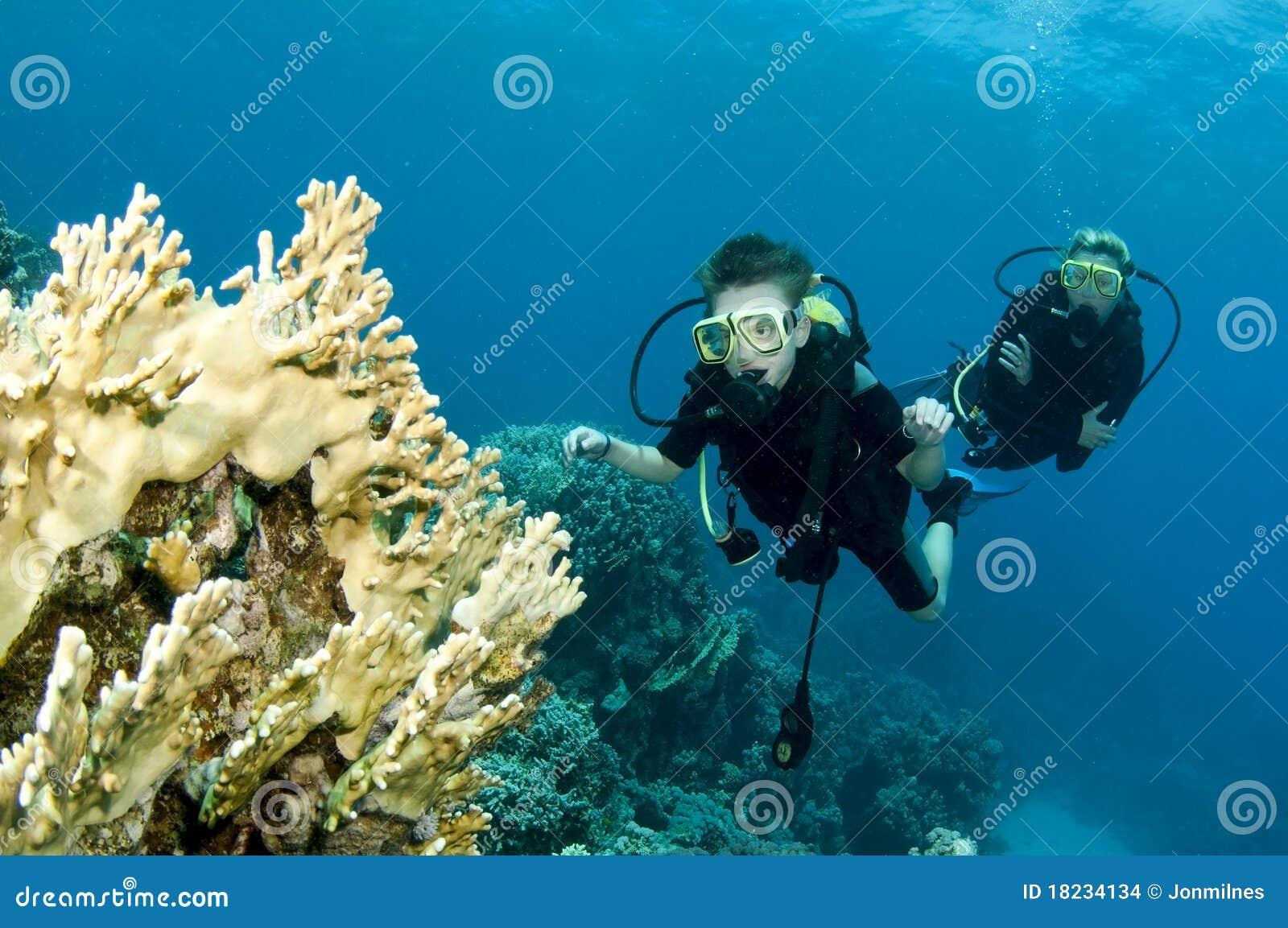 儿童爸爸潜水水肺