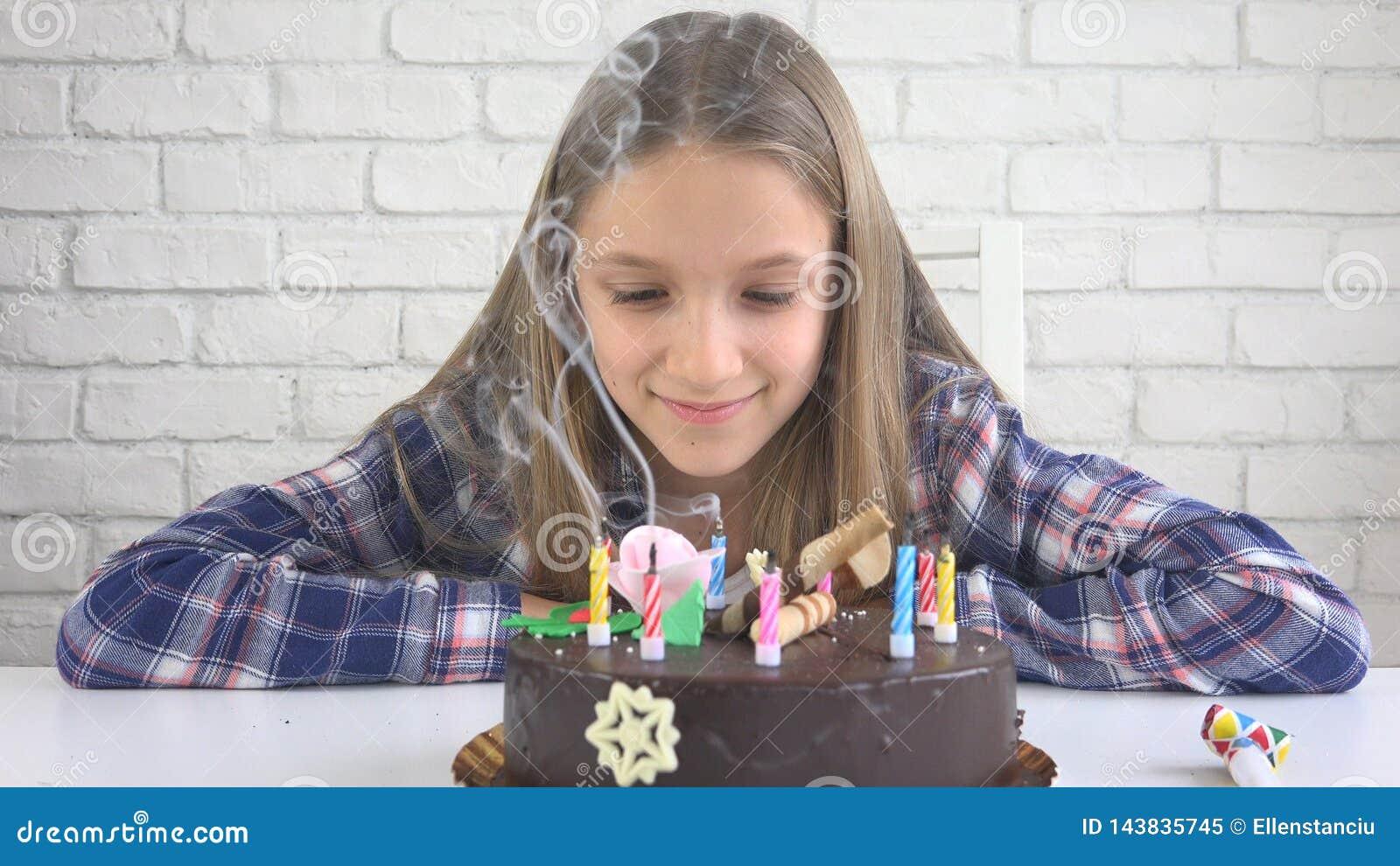 儿童生日宴会吹的蜡烛,孩子周年,孩子庆祝