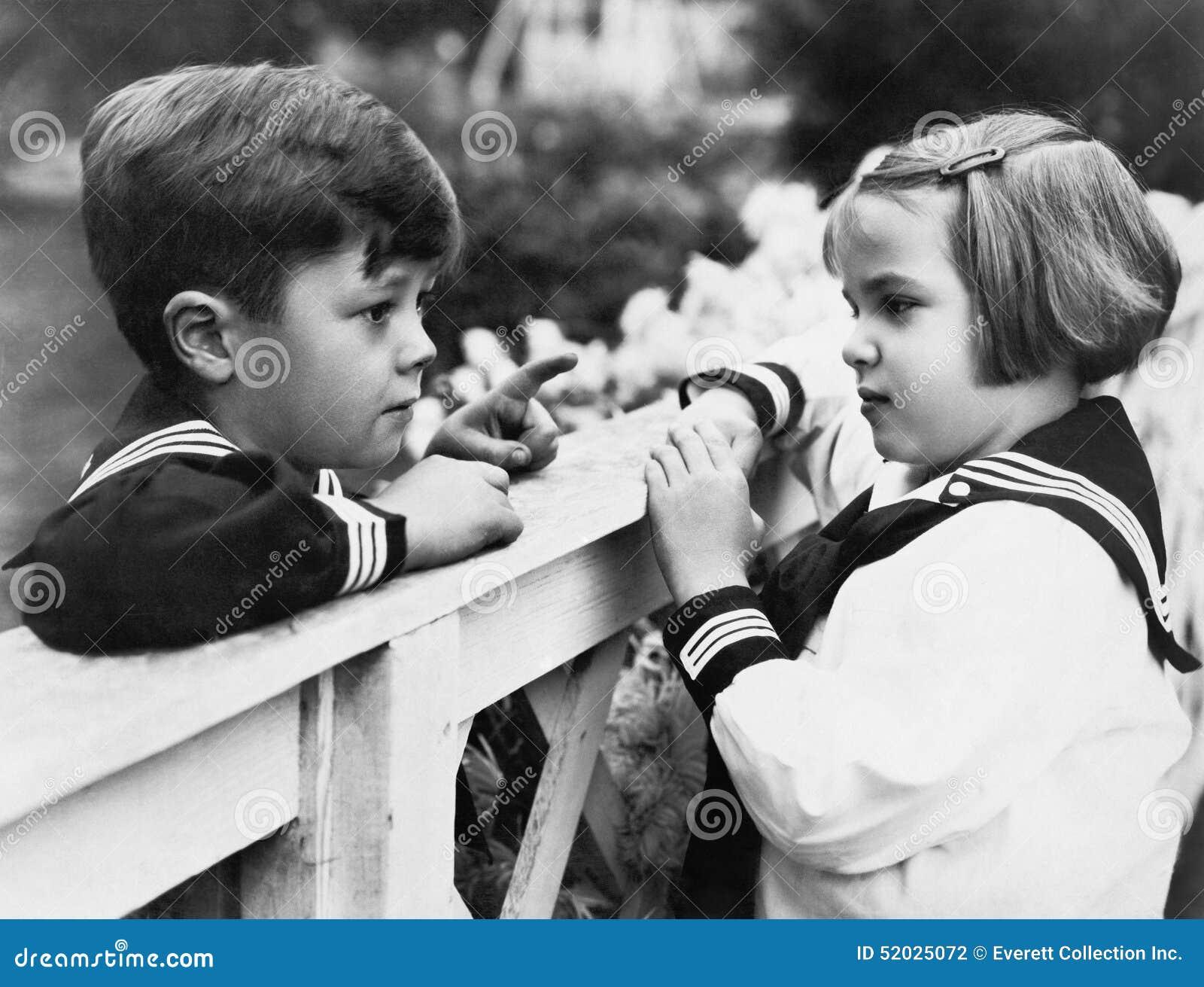 兄弟和姐妹谈话互相(所有人被描述不更长生存,并且庄园不存在 供应商保单