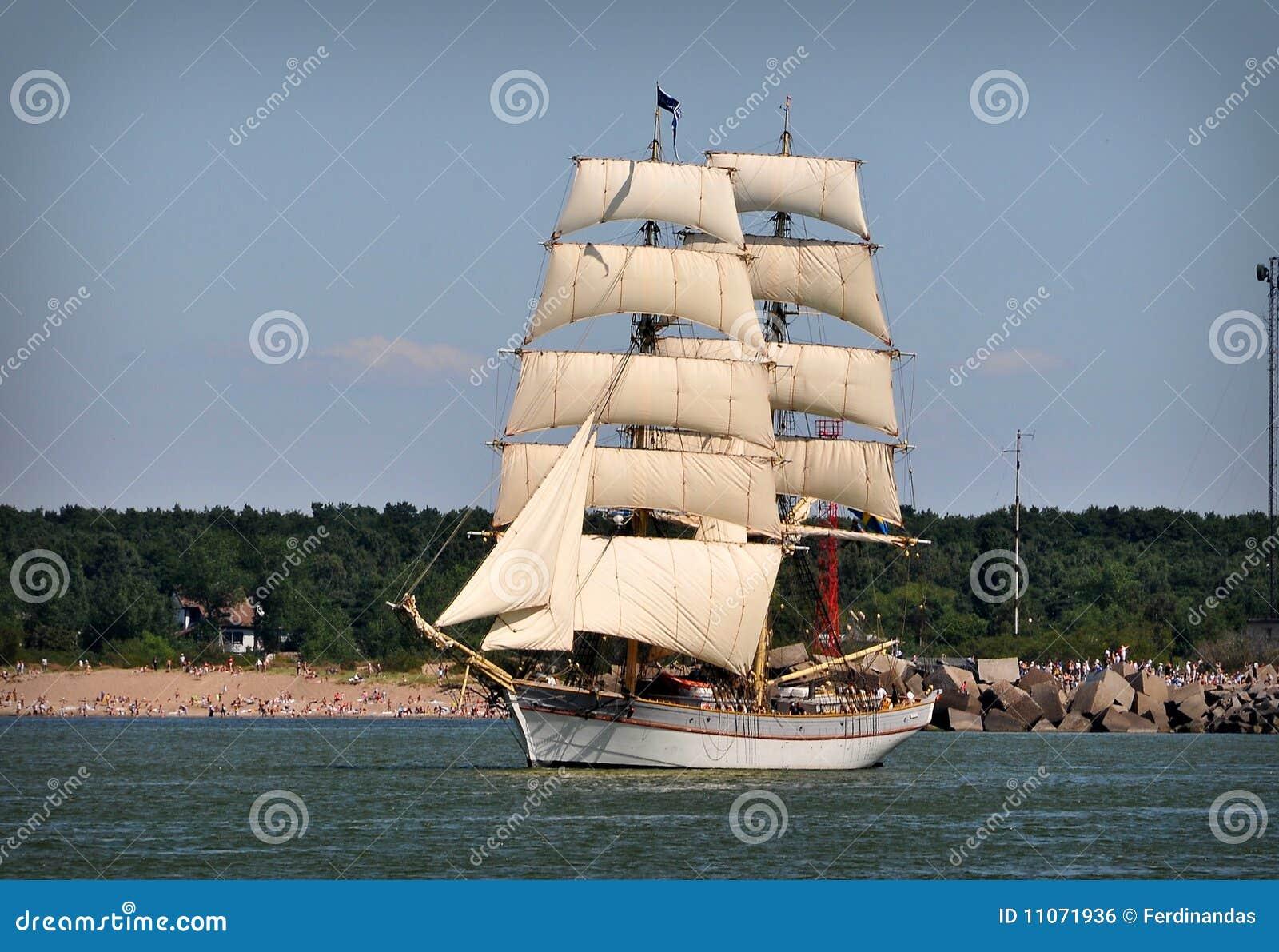 充分的风船风帆