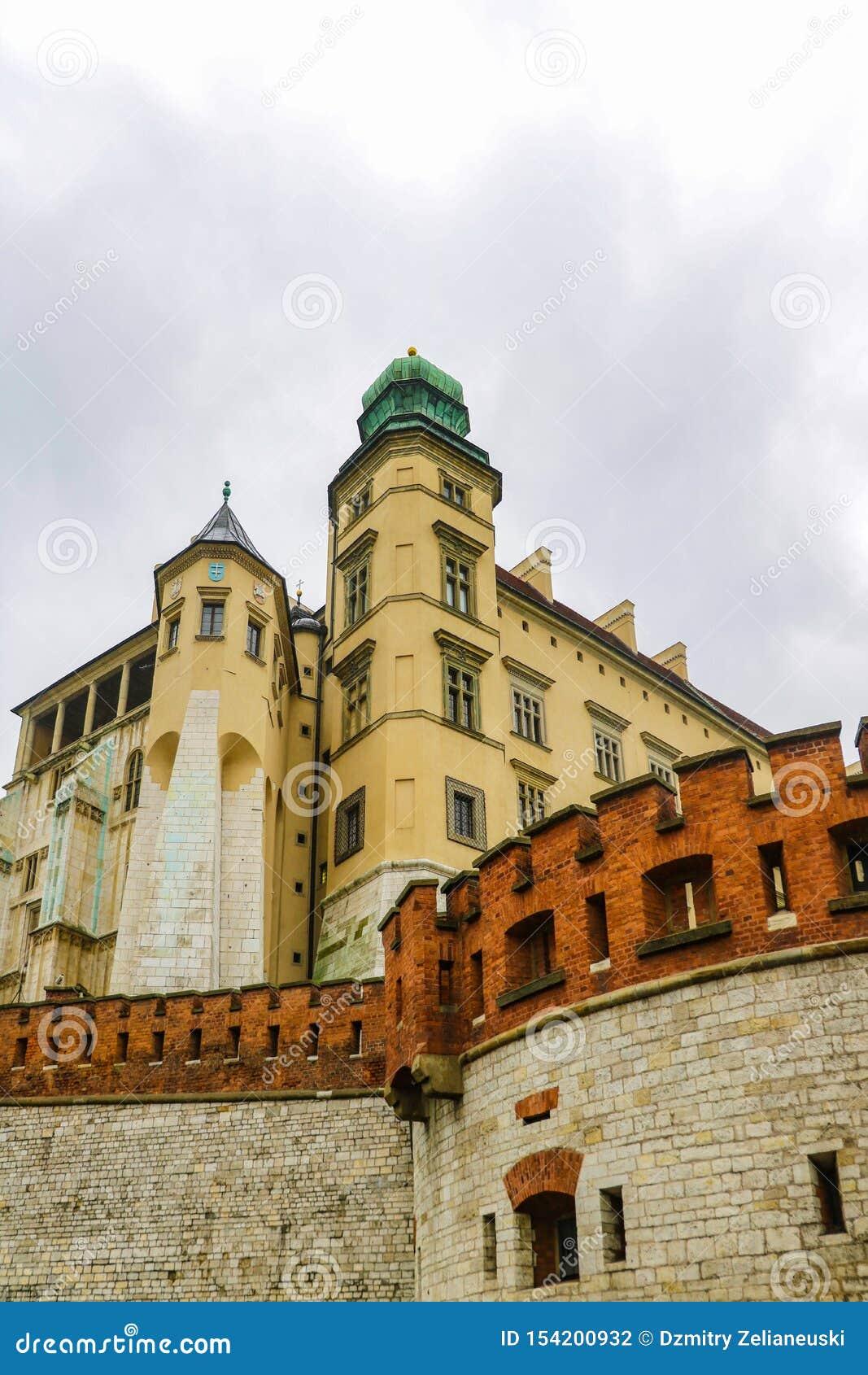 克拉科夫,波兰- 2019年5月21日:克拉科夫-波兰的历史的中心,有古老建筑学的一个城市
