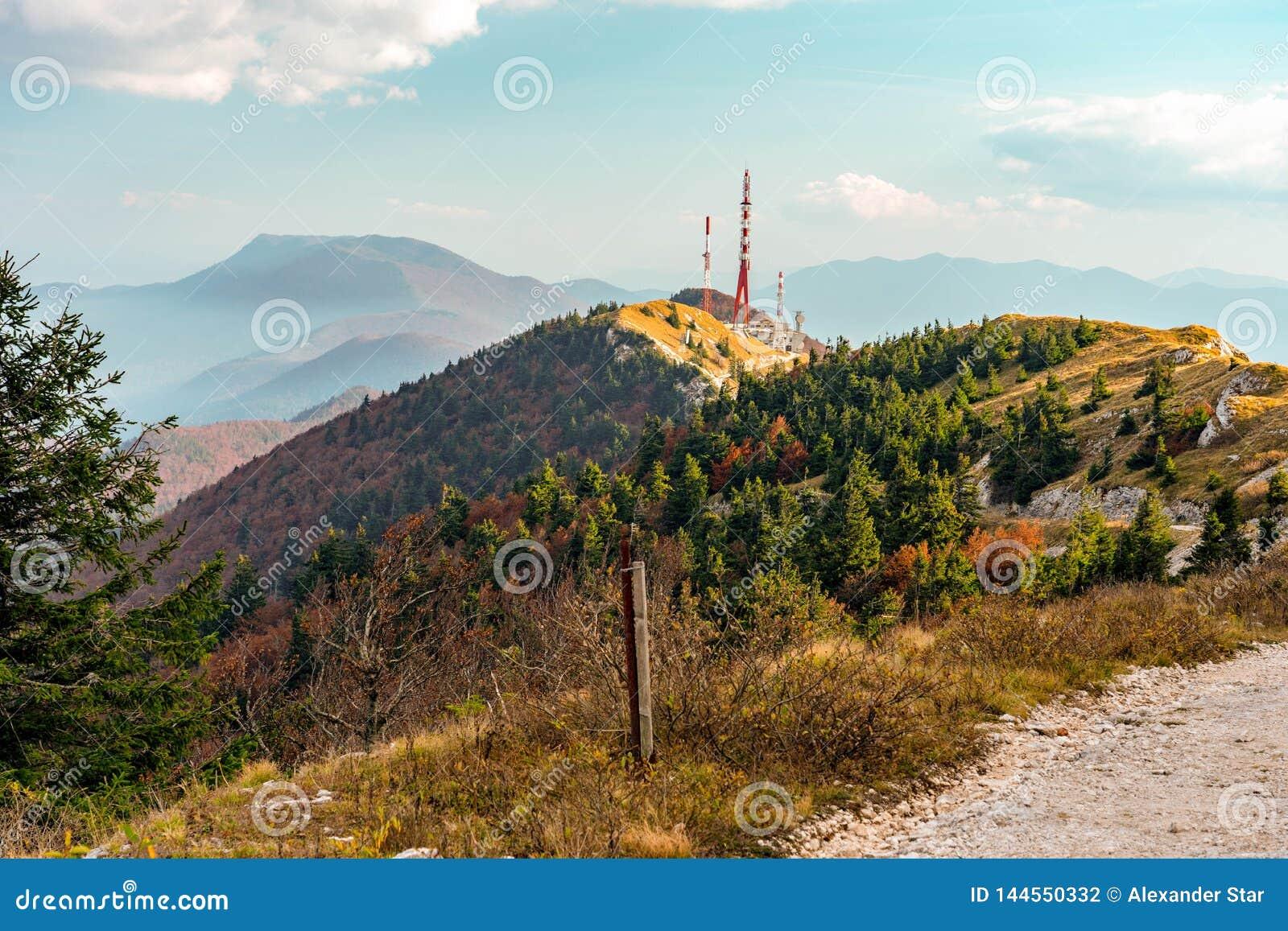 克罗地亚山边秋天颜色
