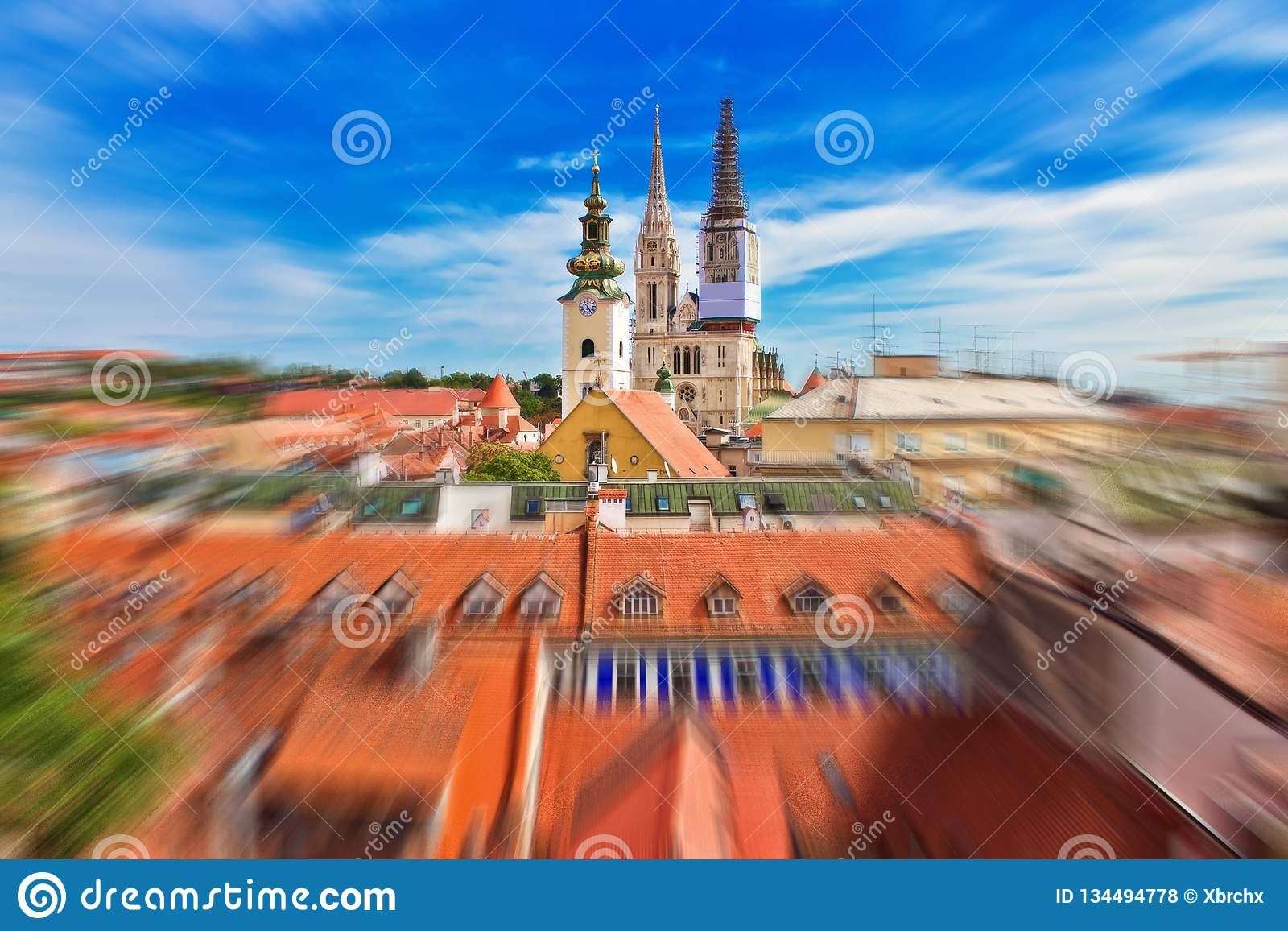 克罗地亚萨格勒布大教堂辐形迷离视图的首都从上部镇的