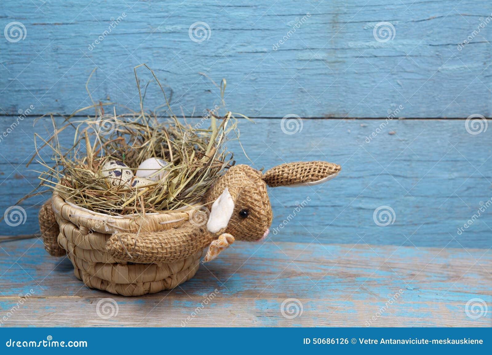 Download 兔子型篮子用鸡蛋 库存照片. 图片 包括有 传统, 季节, 空白, 复活节, 节假日, 葡萄酒, 兔子, bataan - 50686126