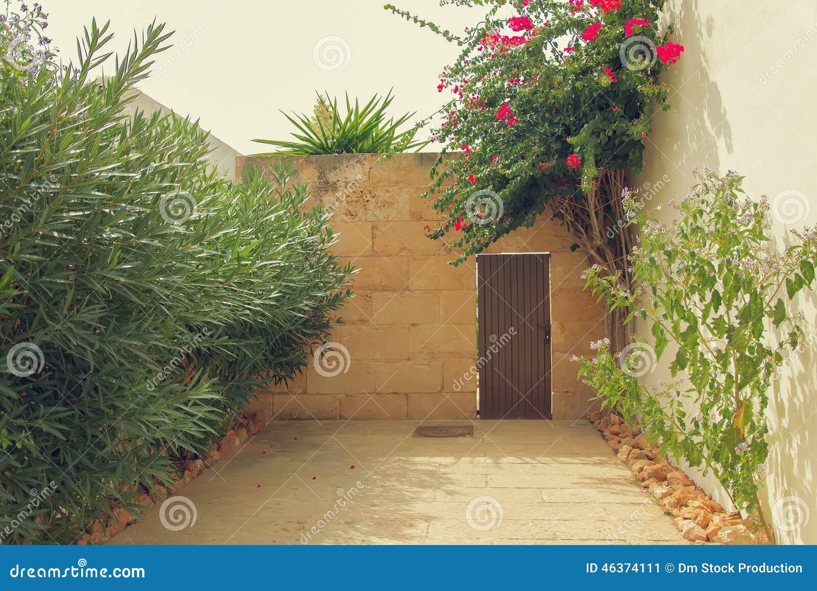 入口到庭院里
