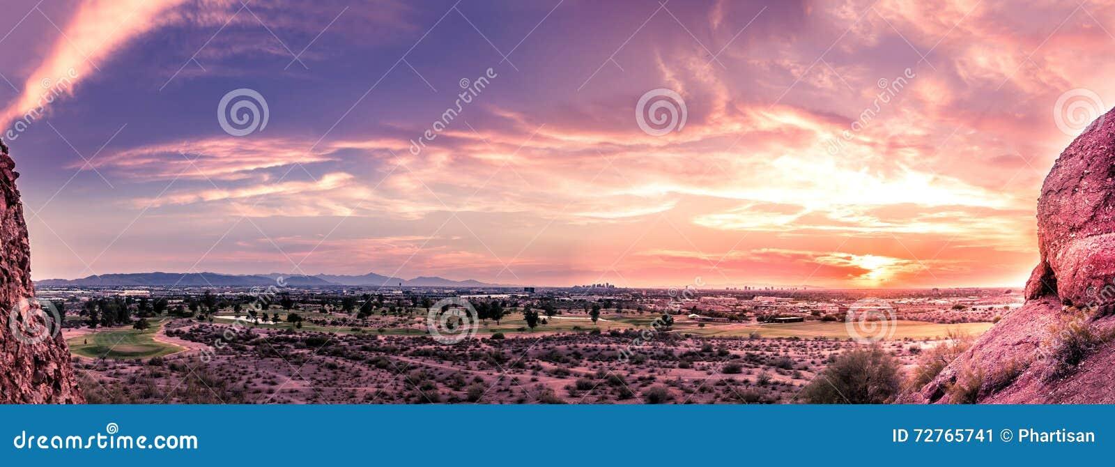 全景日落晚上菲尼斯,亚利桑那