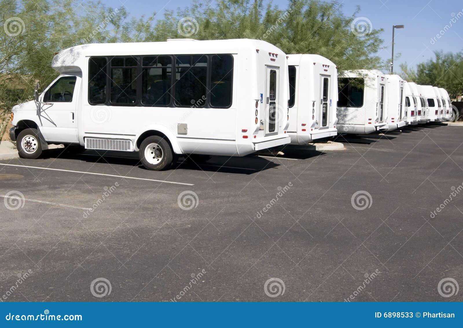 公共汽车被禁用的微型运输有篷货车