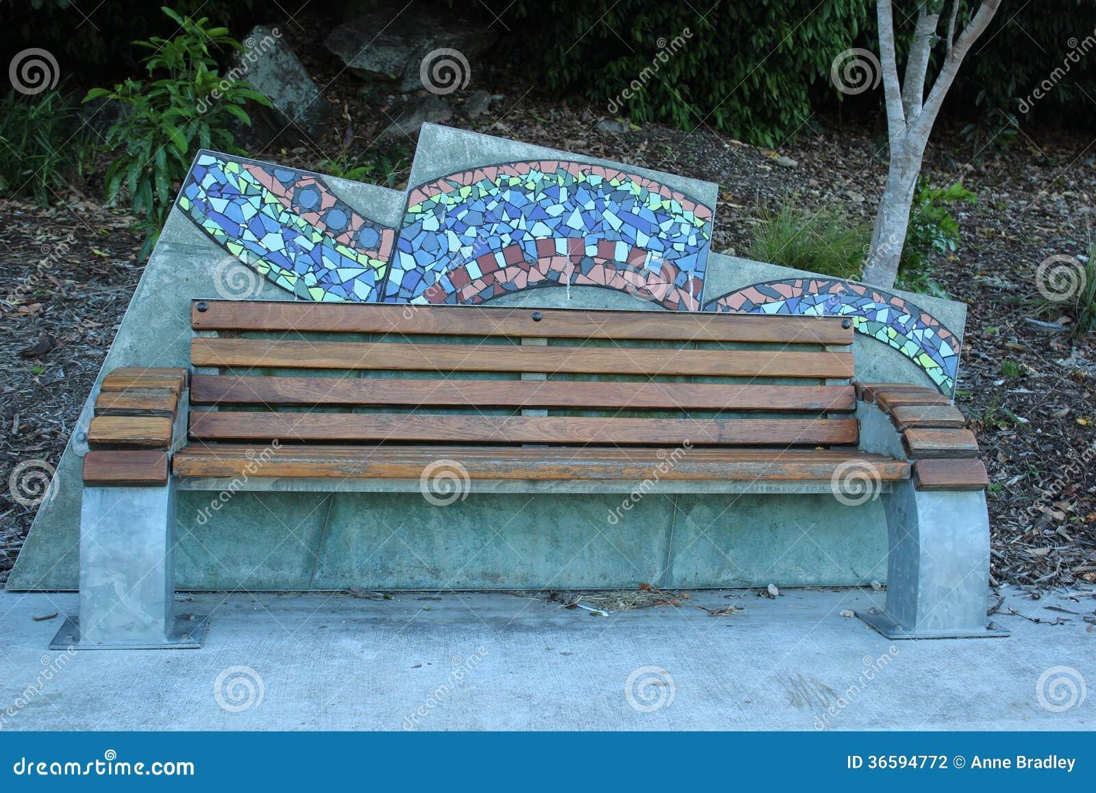 与马赛克蓝球板的公园长椅在河晃动公园布里斯班.图片