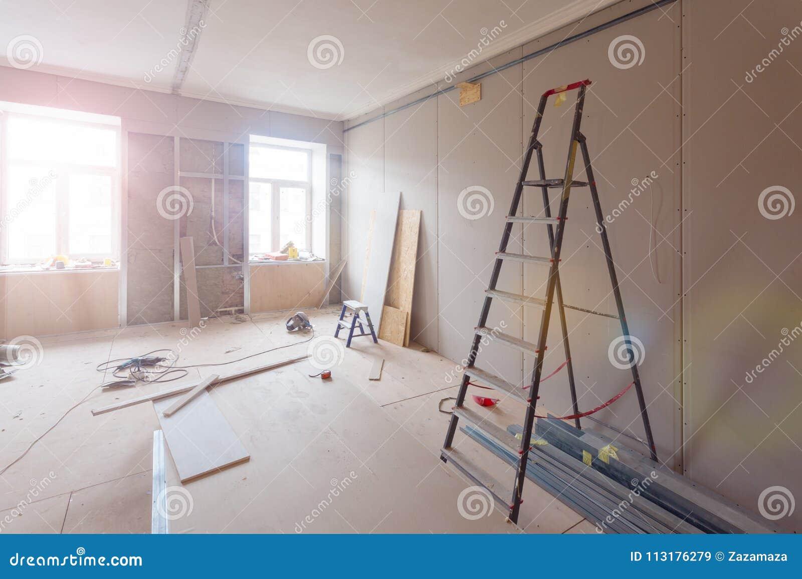 公寓内部在建筑,改造,整修、引伸、恢复和重建- ladde时