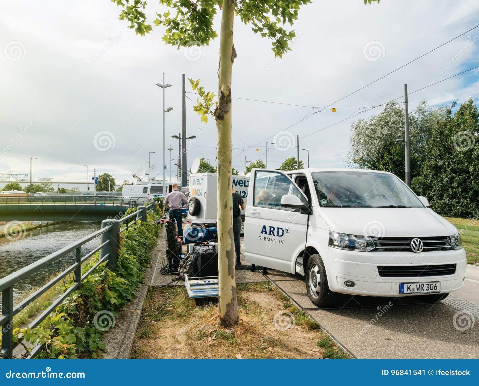 公开播报员财团在德国ARD卡车的在活e