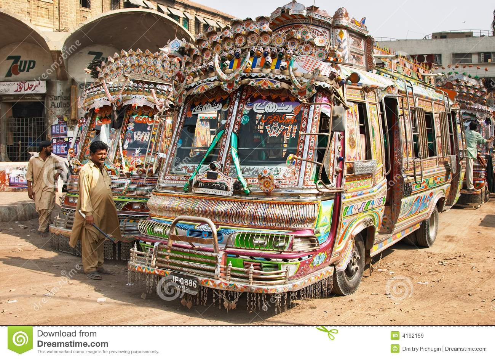 公车运送局部巴基斯坦人