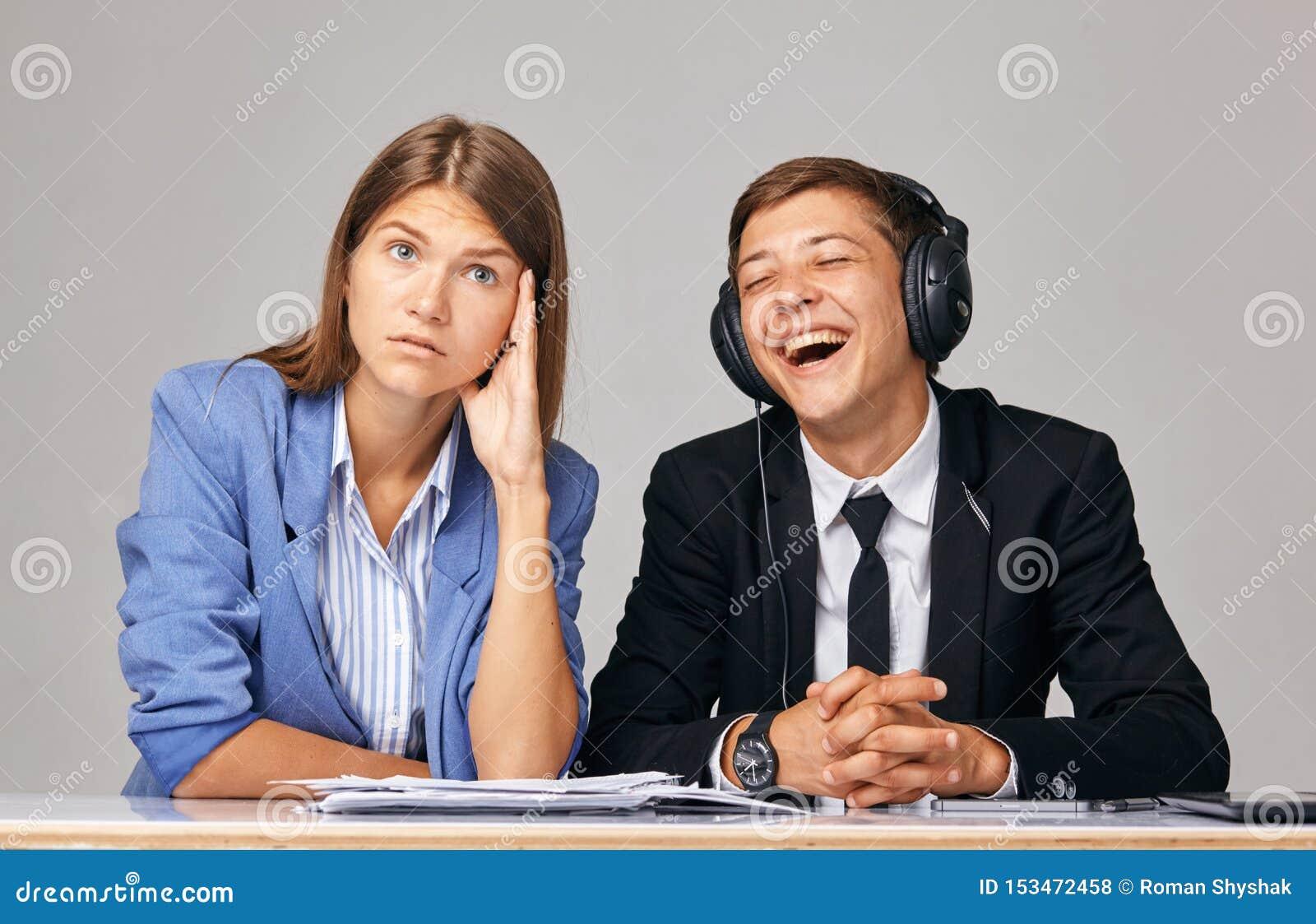 关于问题的概念在工作 关于,当商务伙伴互相听不到