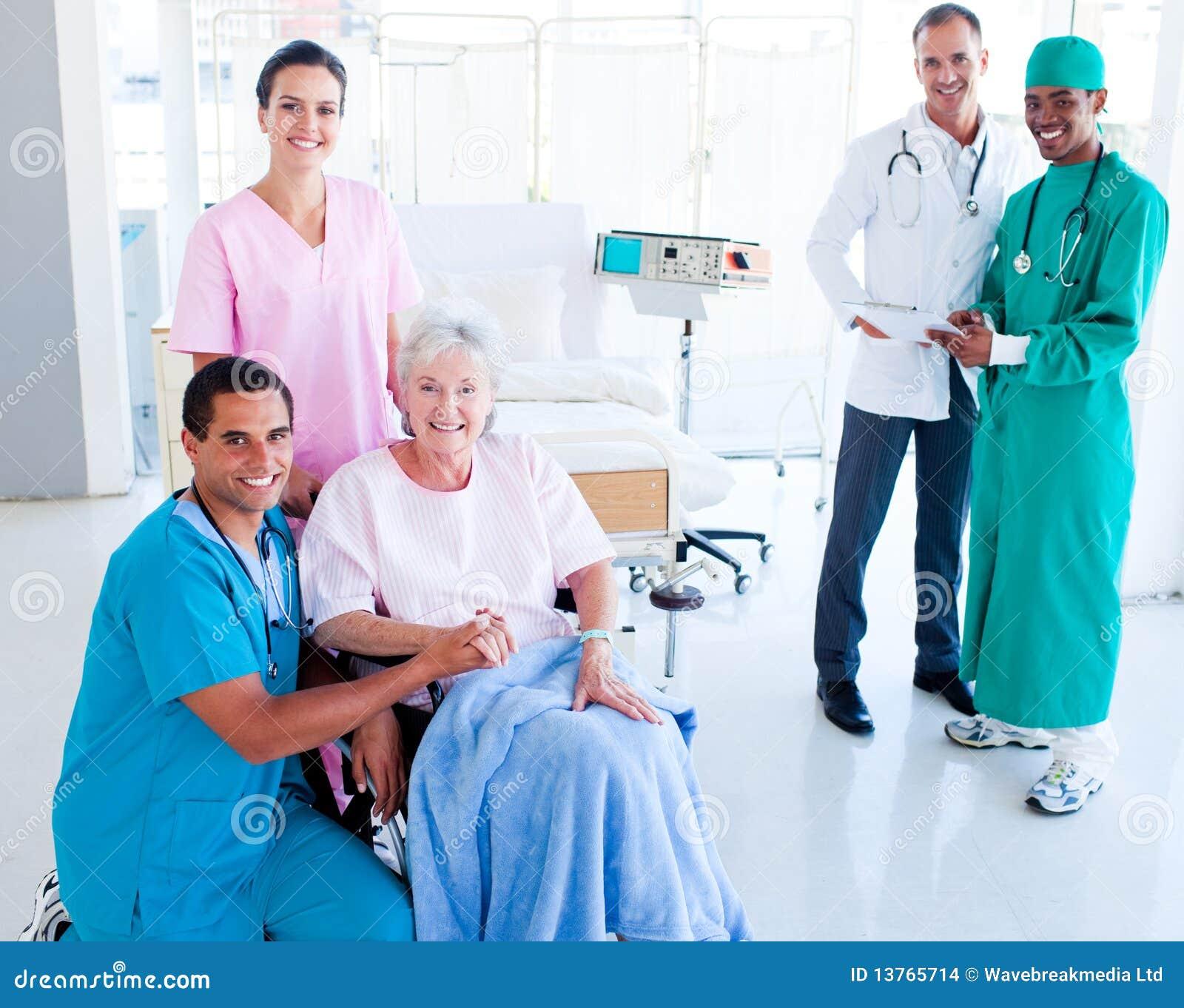 关心医疗高级采取的小组妇女