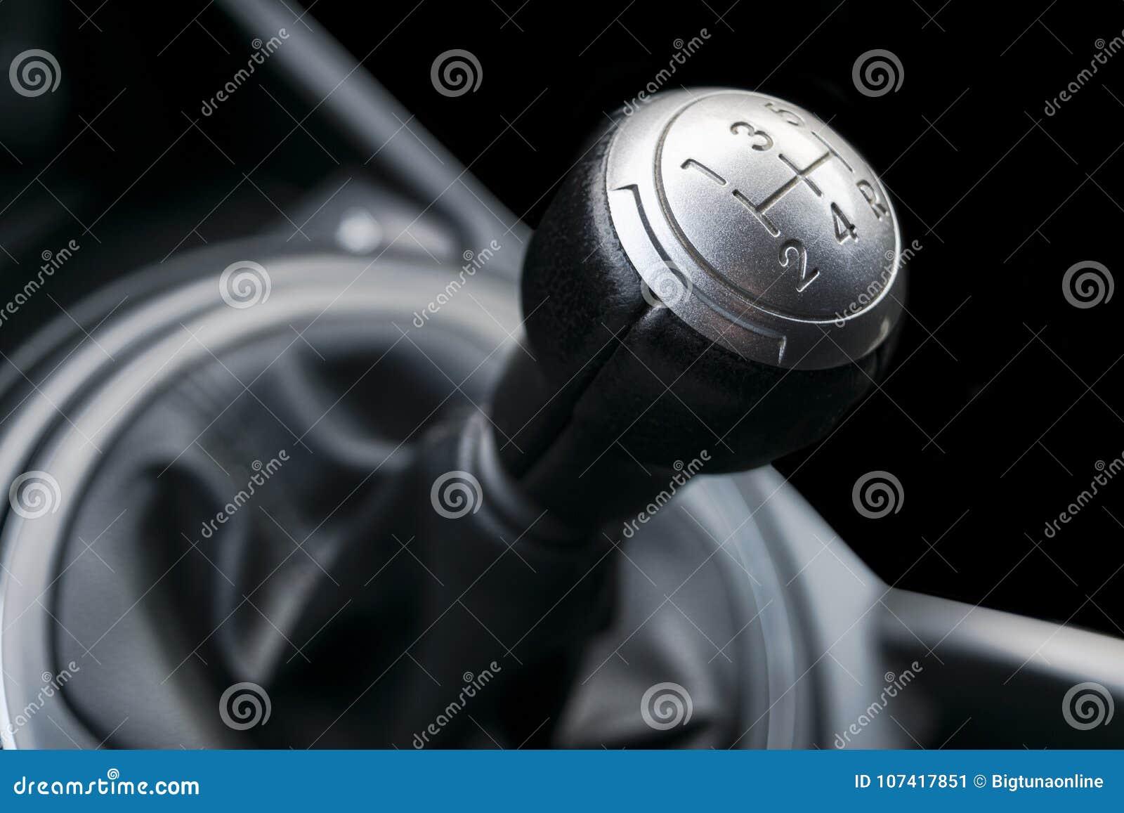 关闭变速杆转移的看法 手工传动箱 汽车内部细节 汽车传输 软的照明设备 抽象视图