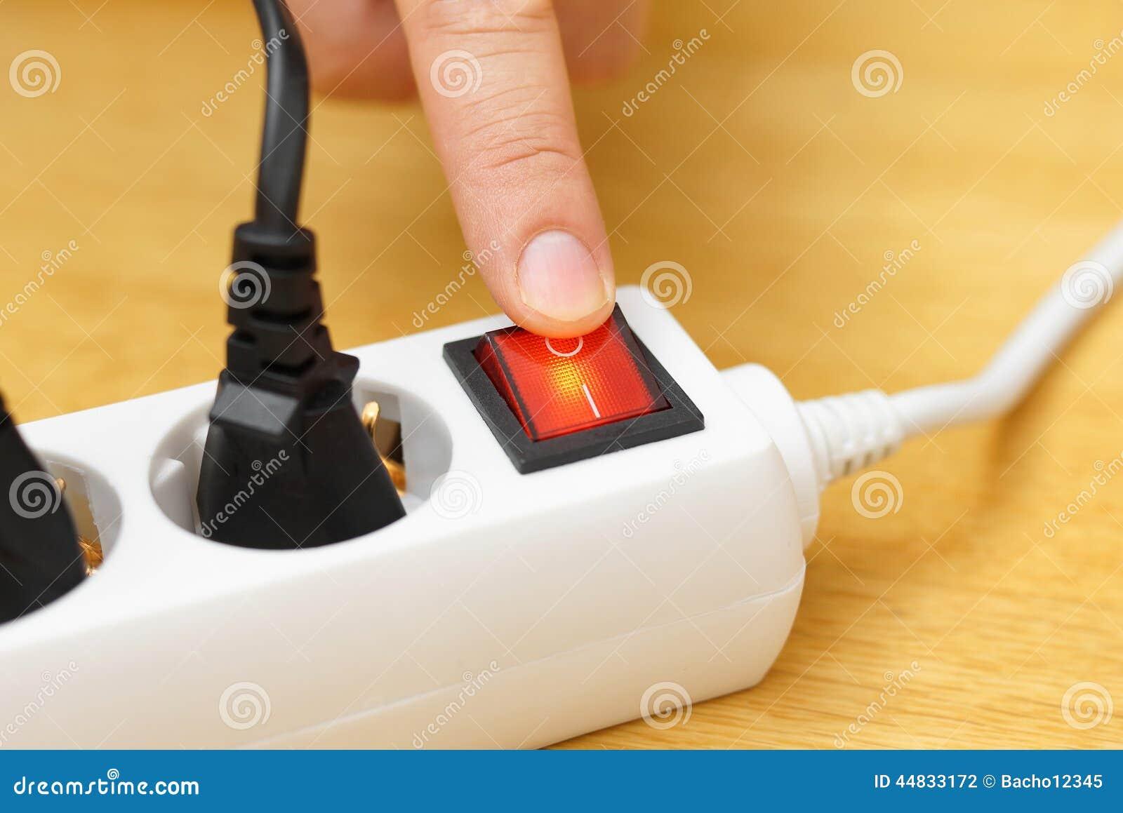 关闭在电源插口的按钮保存在电双