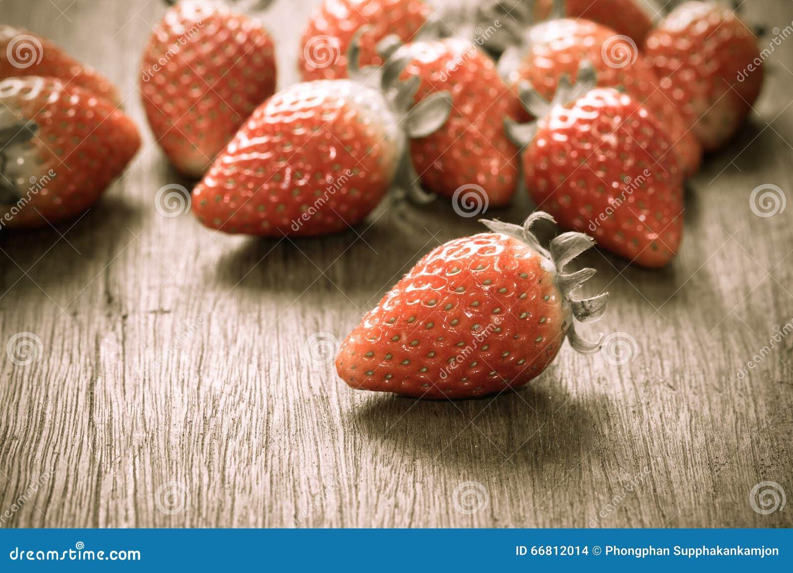 关闭小组新鲜的红色草莓,做用过滤器