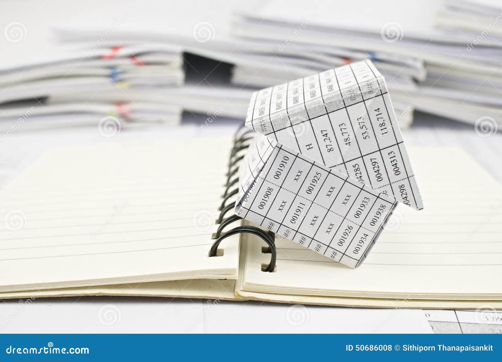 Download 关闭房子并且打开笔记本 库存照片. 图片 包括有 工作, 附注, 报表, 收货, 空白, 胡言乱语的, 商业 - 50686008