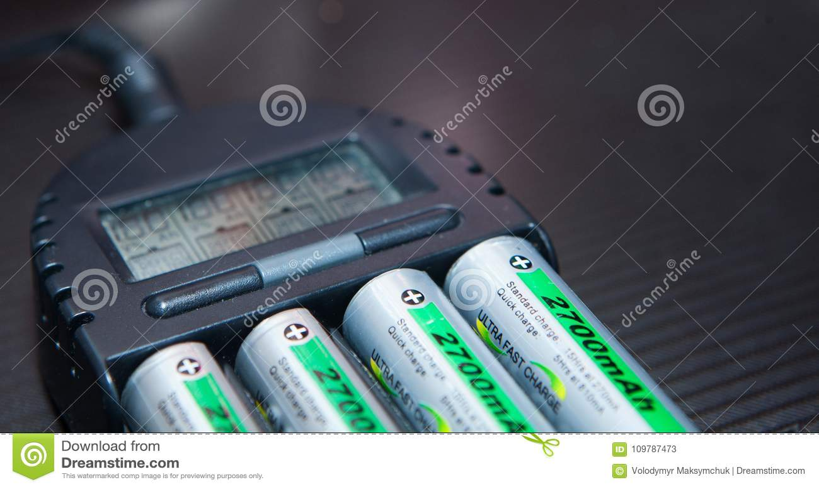 关闭有充电器的可再充电的锂离子电池