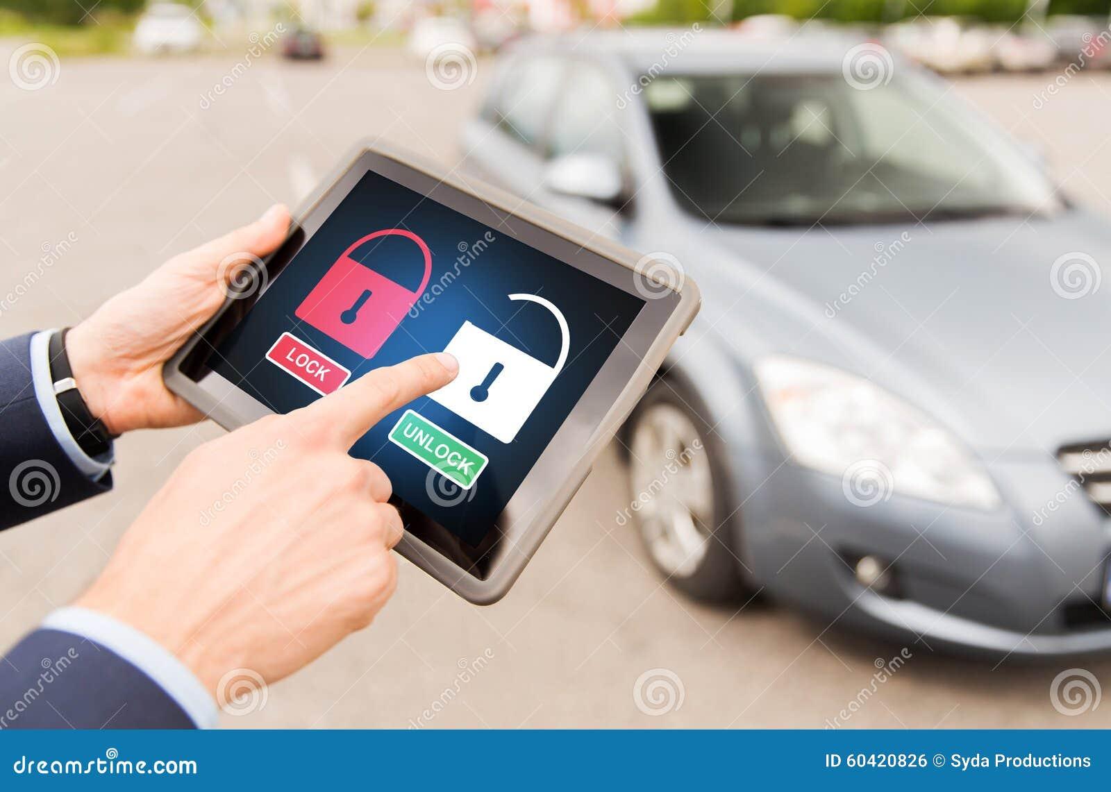 关闭有锁象的手在片剂个人计算机
