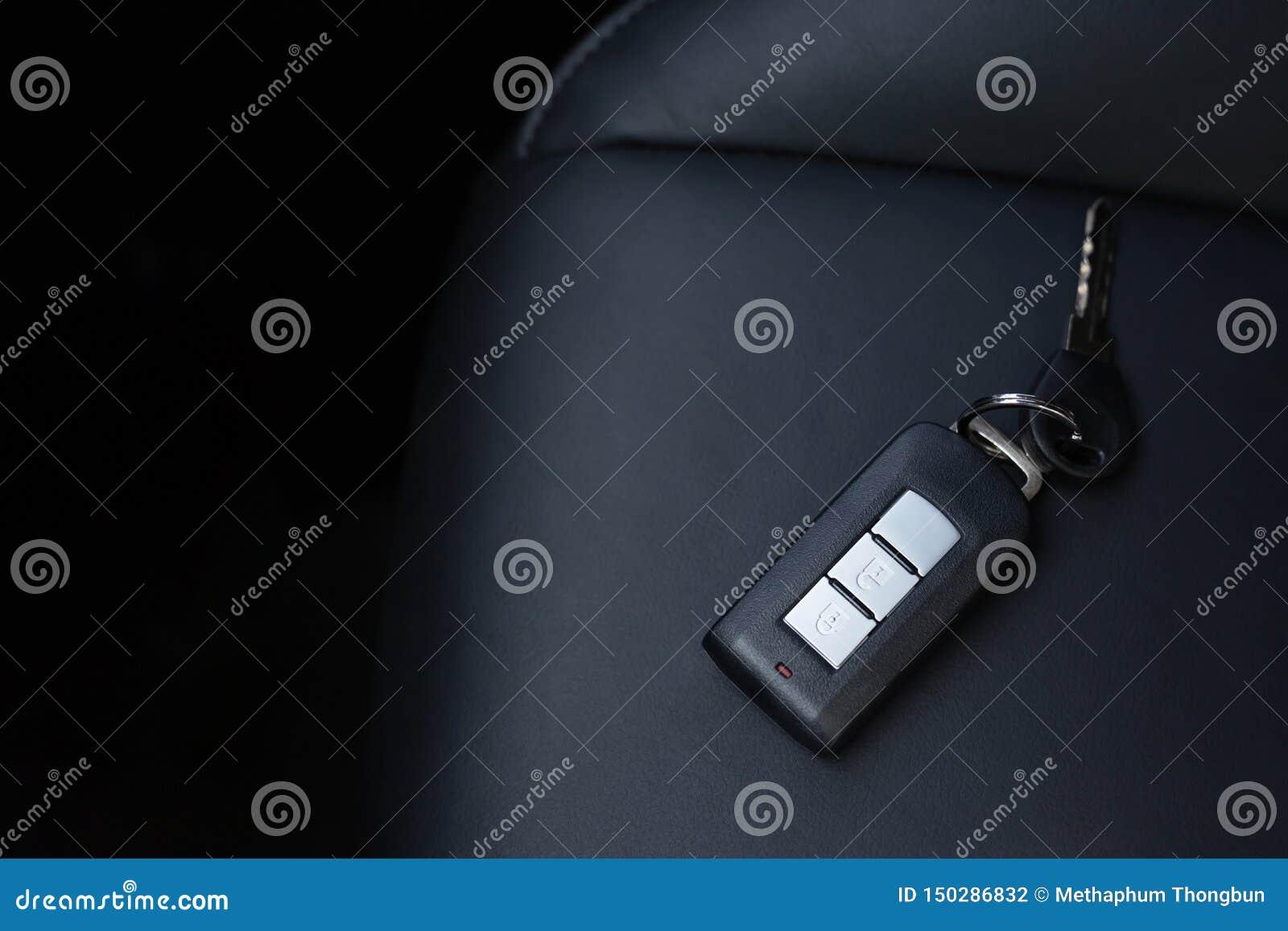 关闭汽车钥匙圈和遥控报警系统或者忘记在皮革位子安置的钥匙