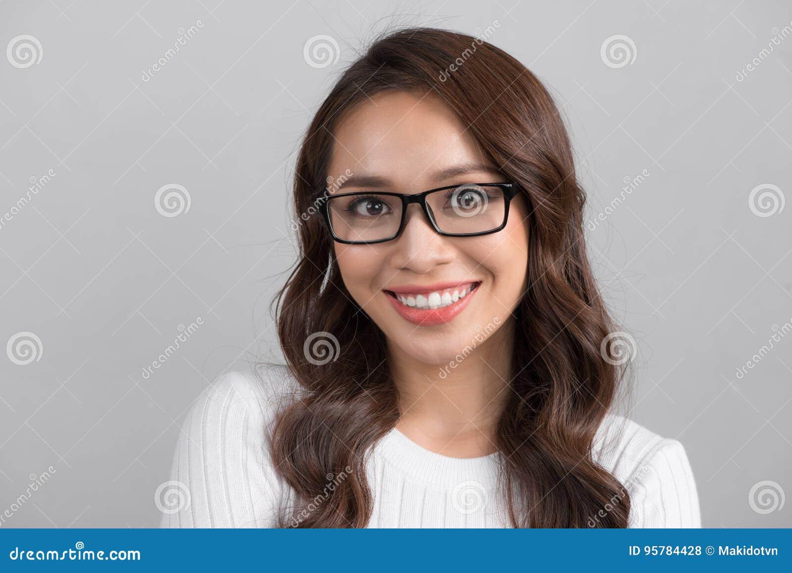 关闭看str的微笑的确信的女实业家画象