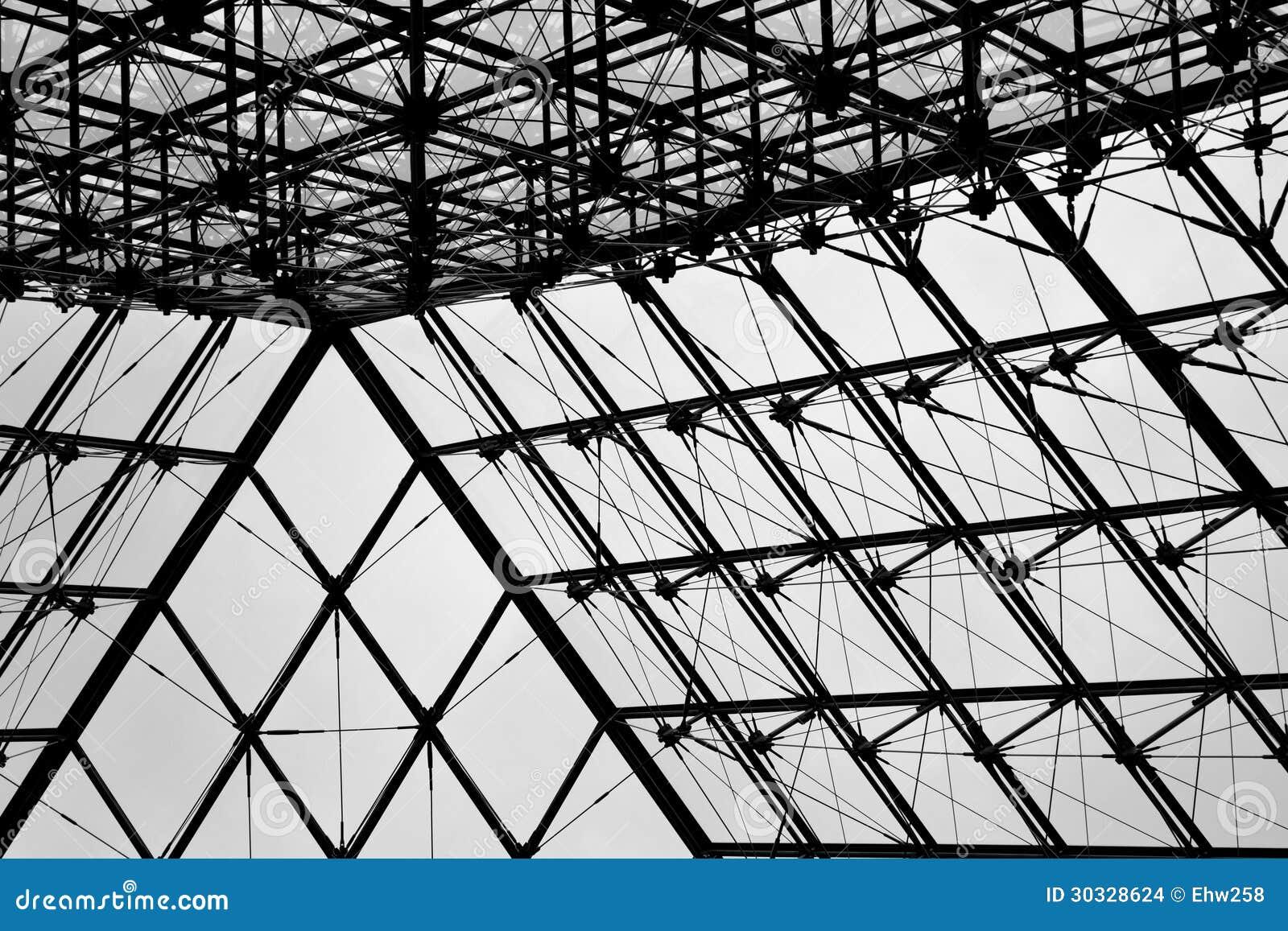 在天窗2的玻璃金字塔