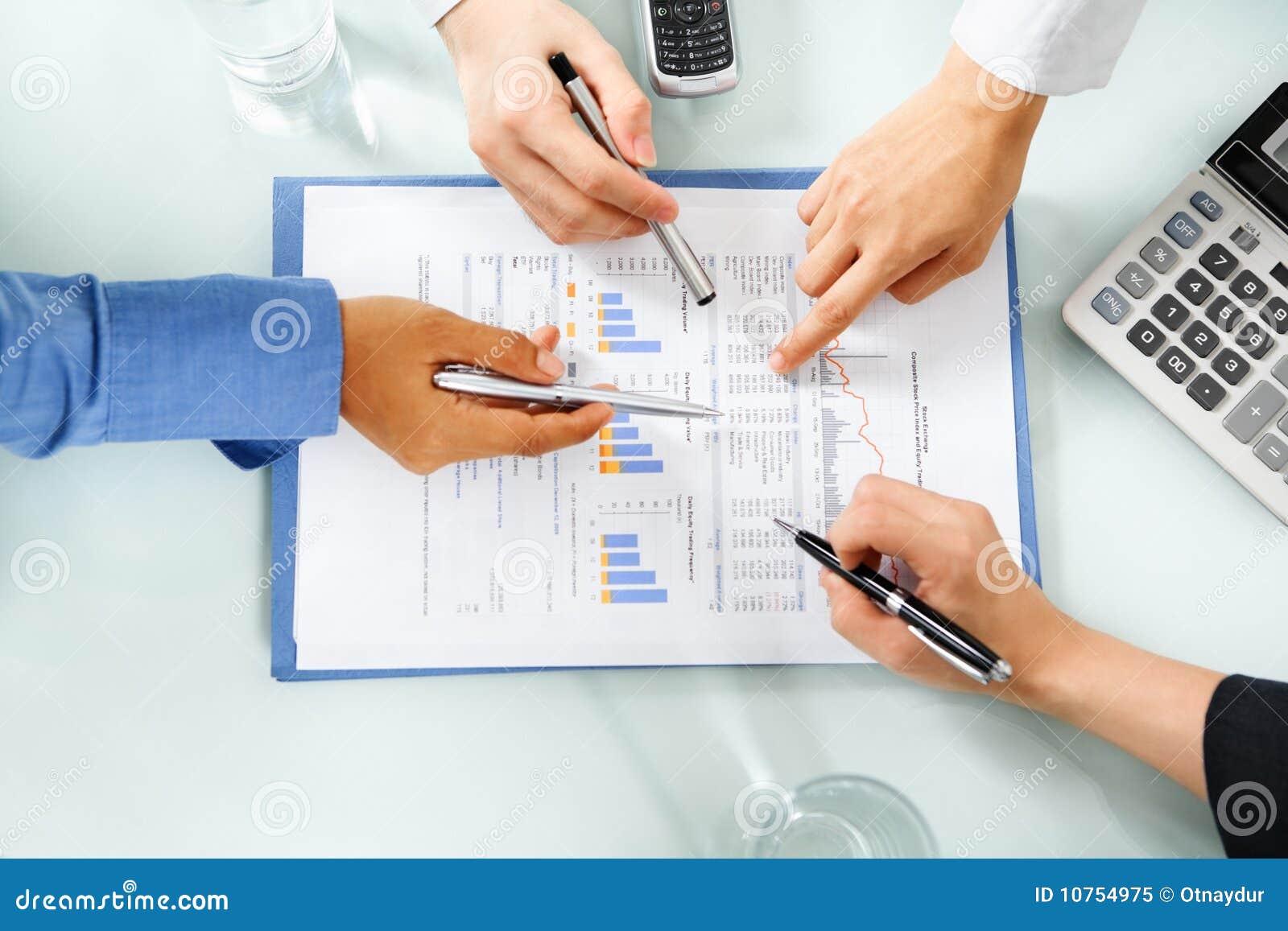 兴旺的经济检查的人统计数据