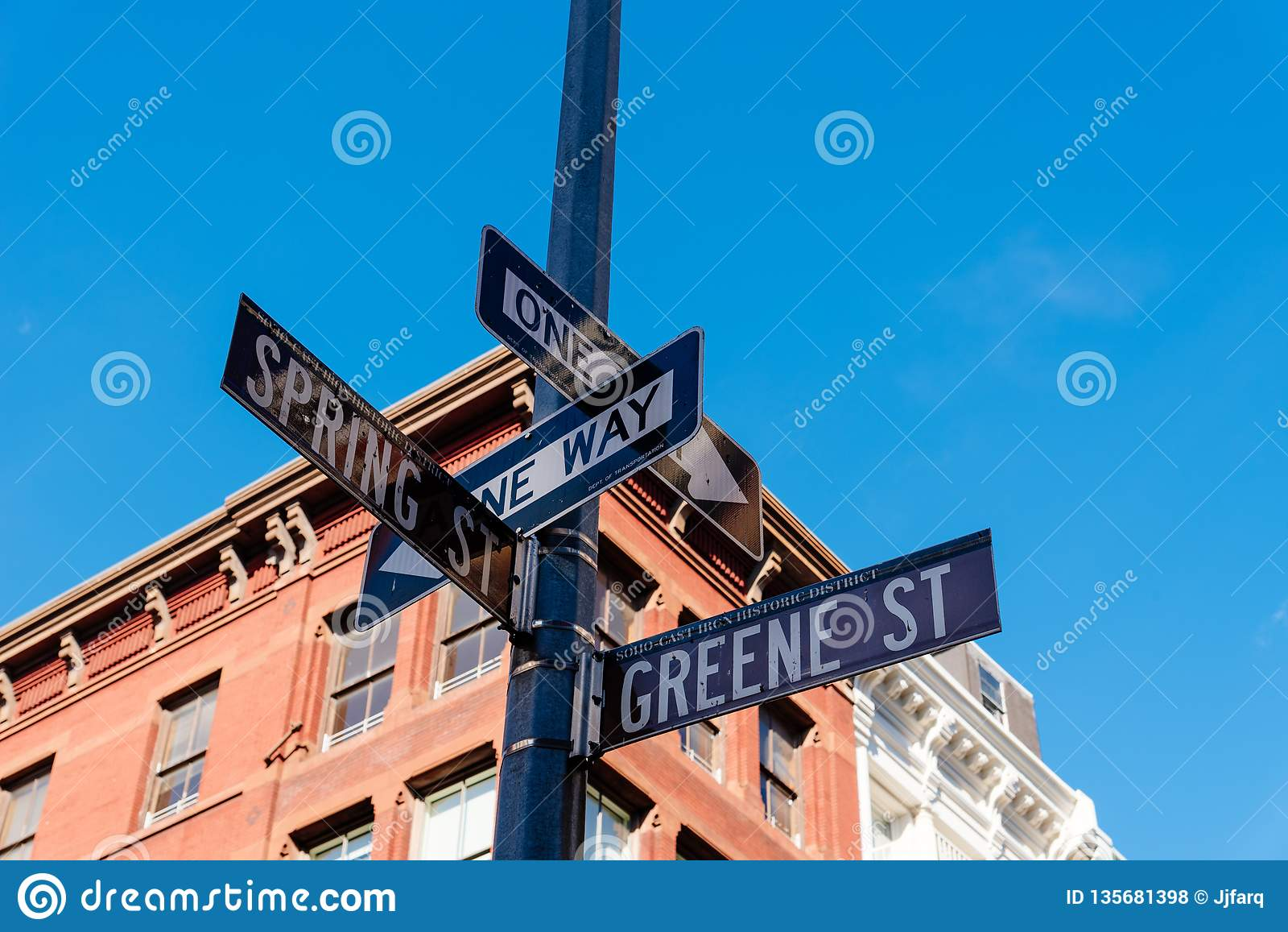 典型的大厦和街道名字签到纽约