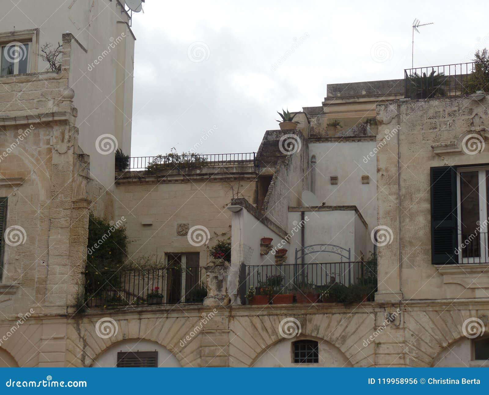 典型的大厦在莱切,普利亚,南意大利的中心