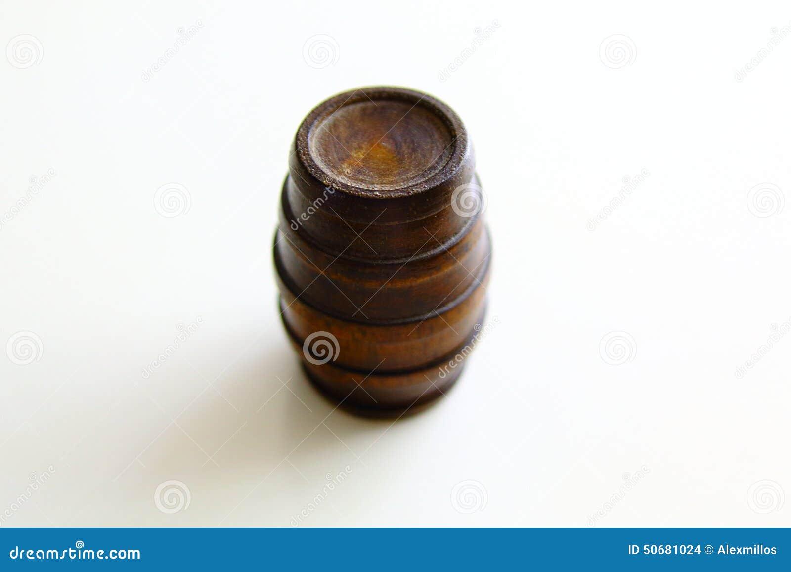 Download 经典木桶的图象 库存照片. 图片 包括有 空白, 查出, 橡木, 叫化子, 存贮, 小桶, 葡萄酒, 木头 - 50681024