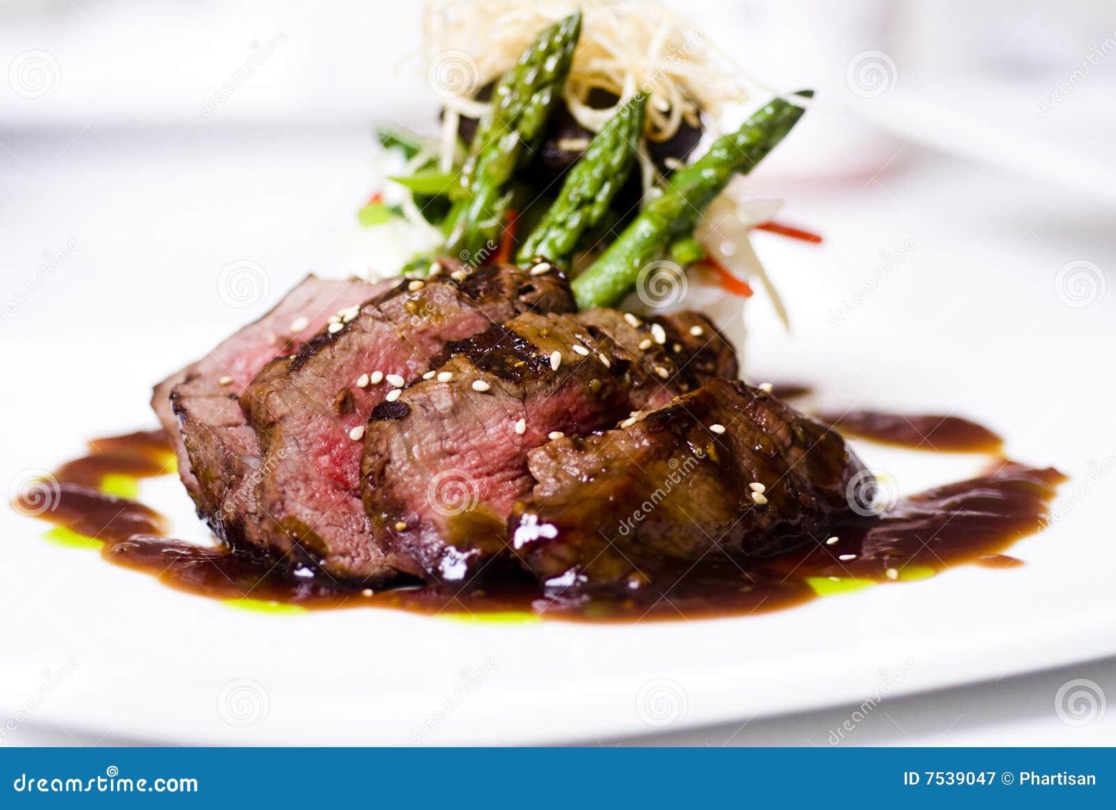 内圆角美食的可爱的牛排