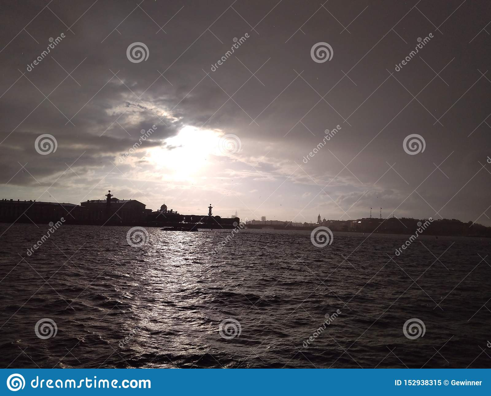 内娃的美妙的城市 瓦西里岛唾液的看法