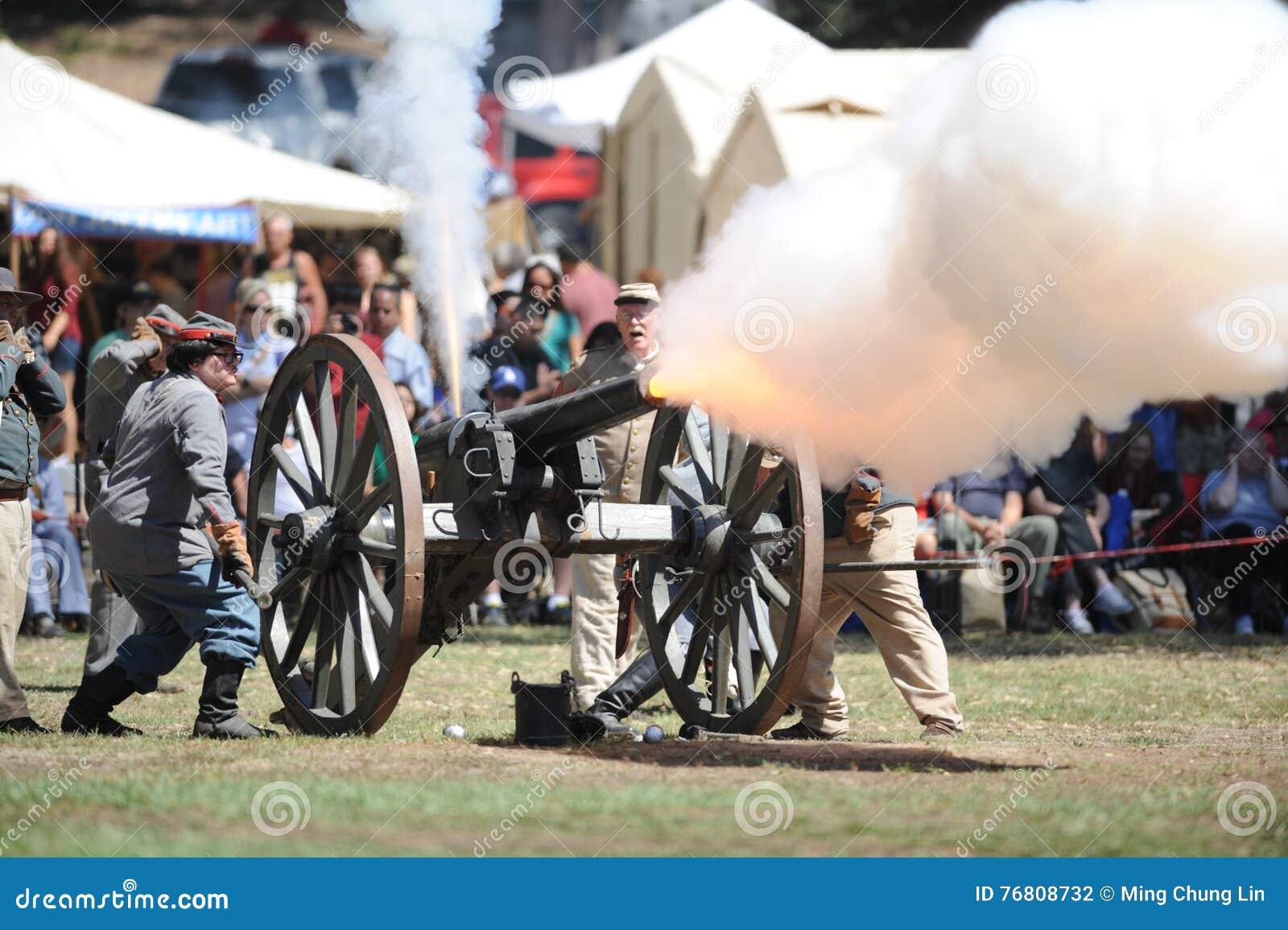 内战再制定在亨廷顿海滩的大炮生火
