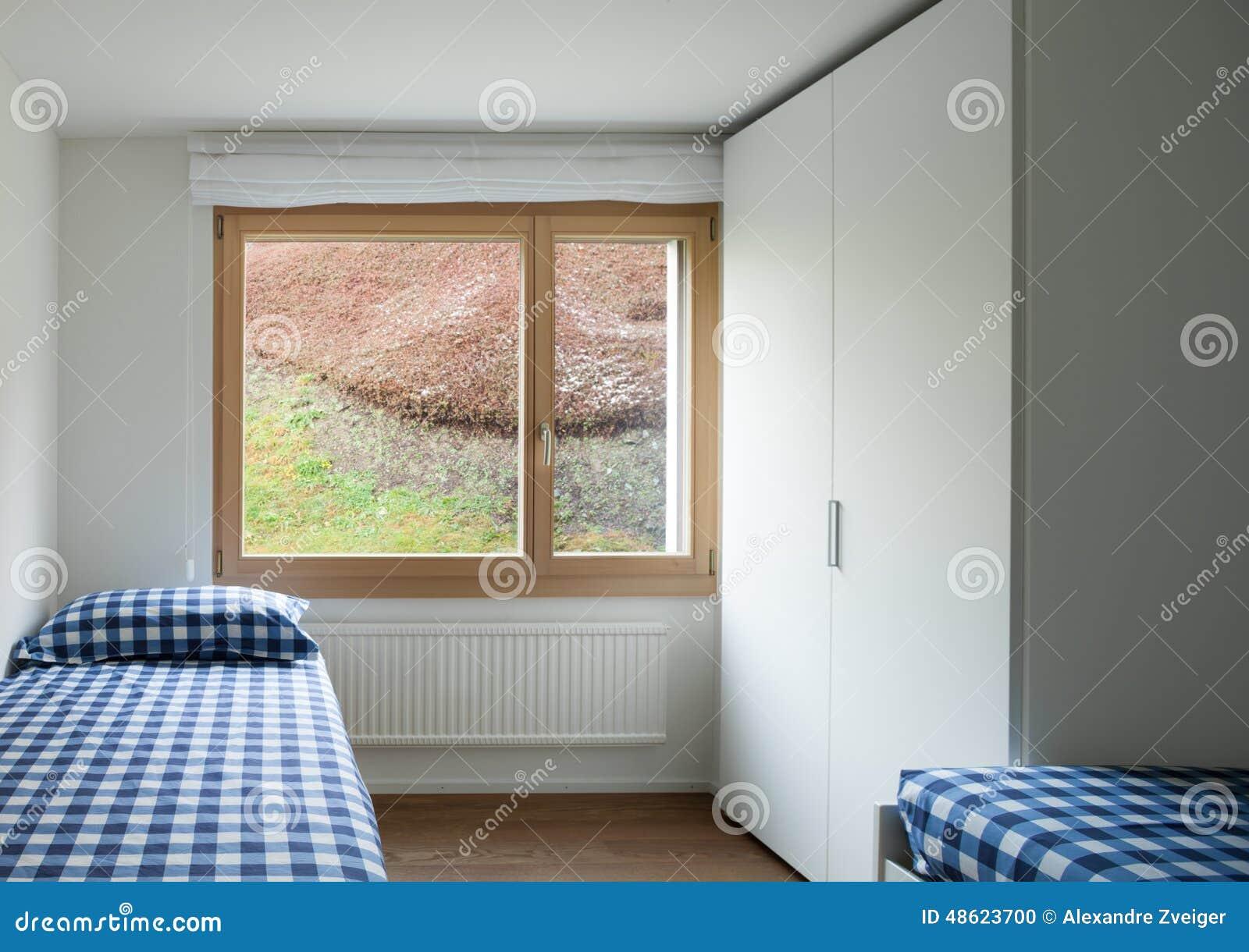 建筑学,现代公寓,空的卧室有两张单人床的和壁橱.图片