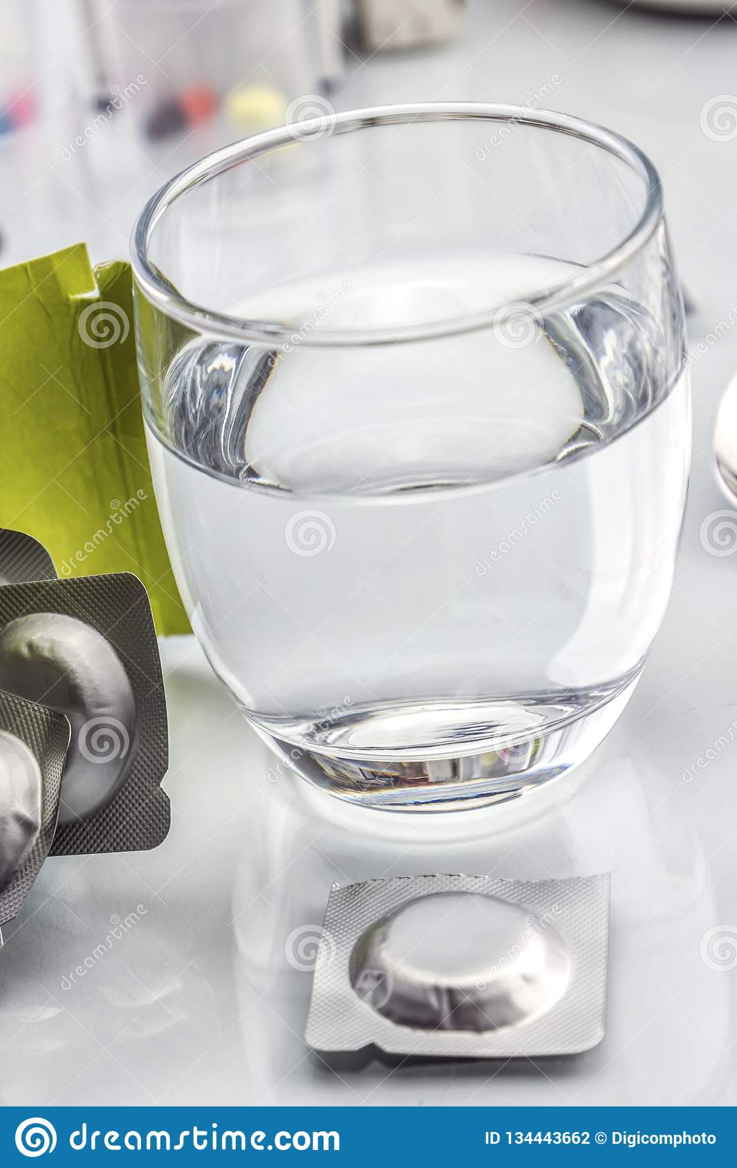 冒泡玻璃压片水