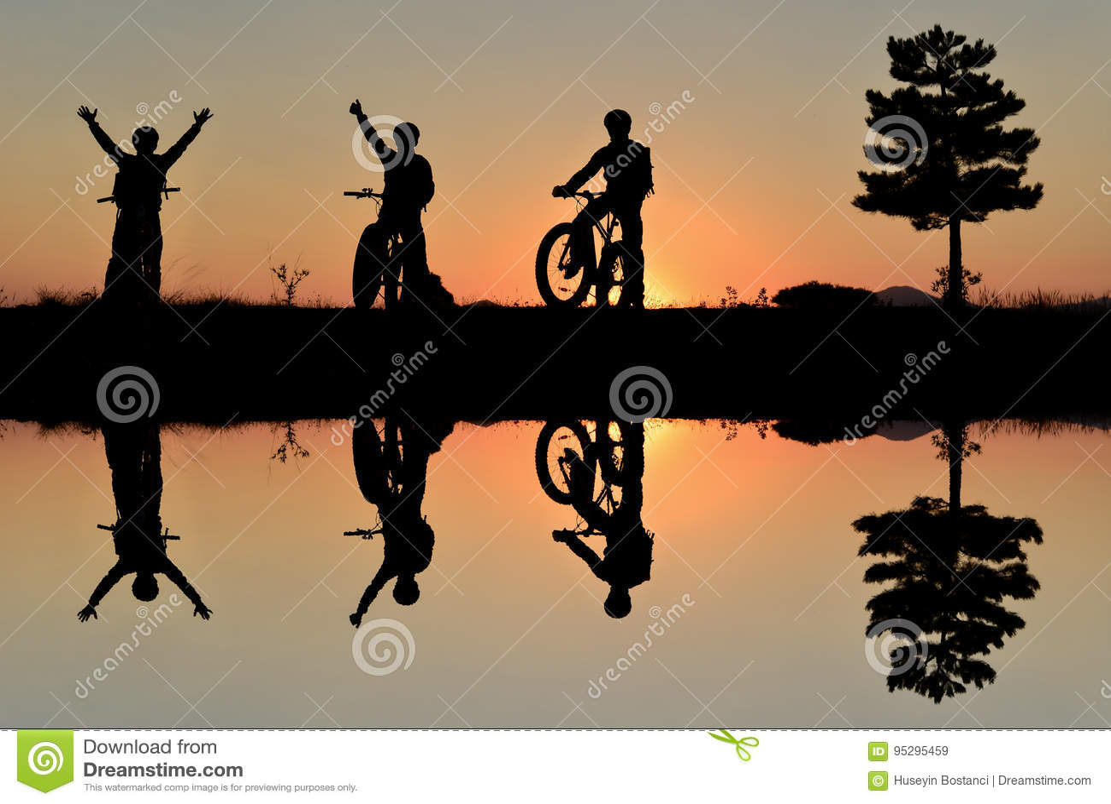 冒险的骑自行车者和自然的享受