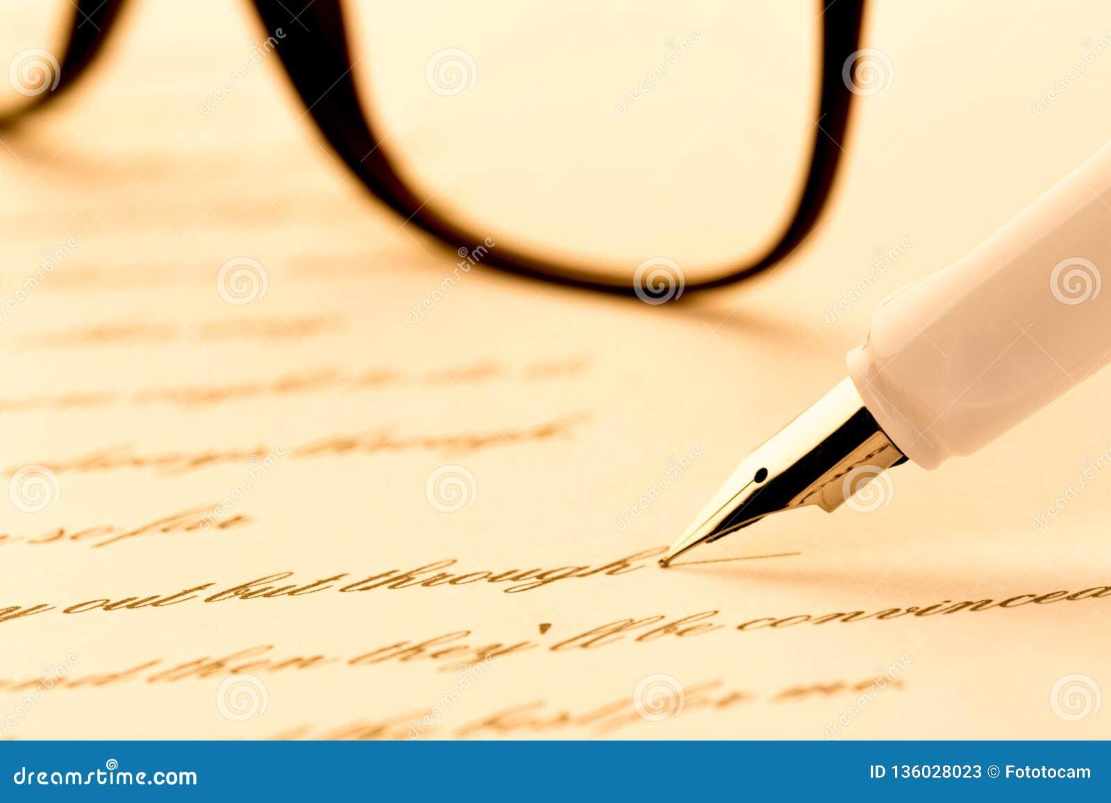 写信,玻璃的白色钢笔